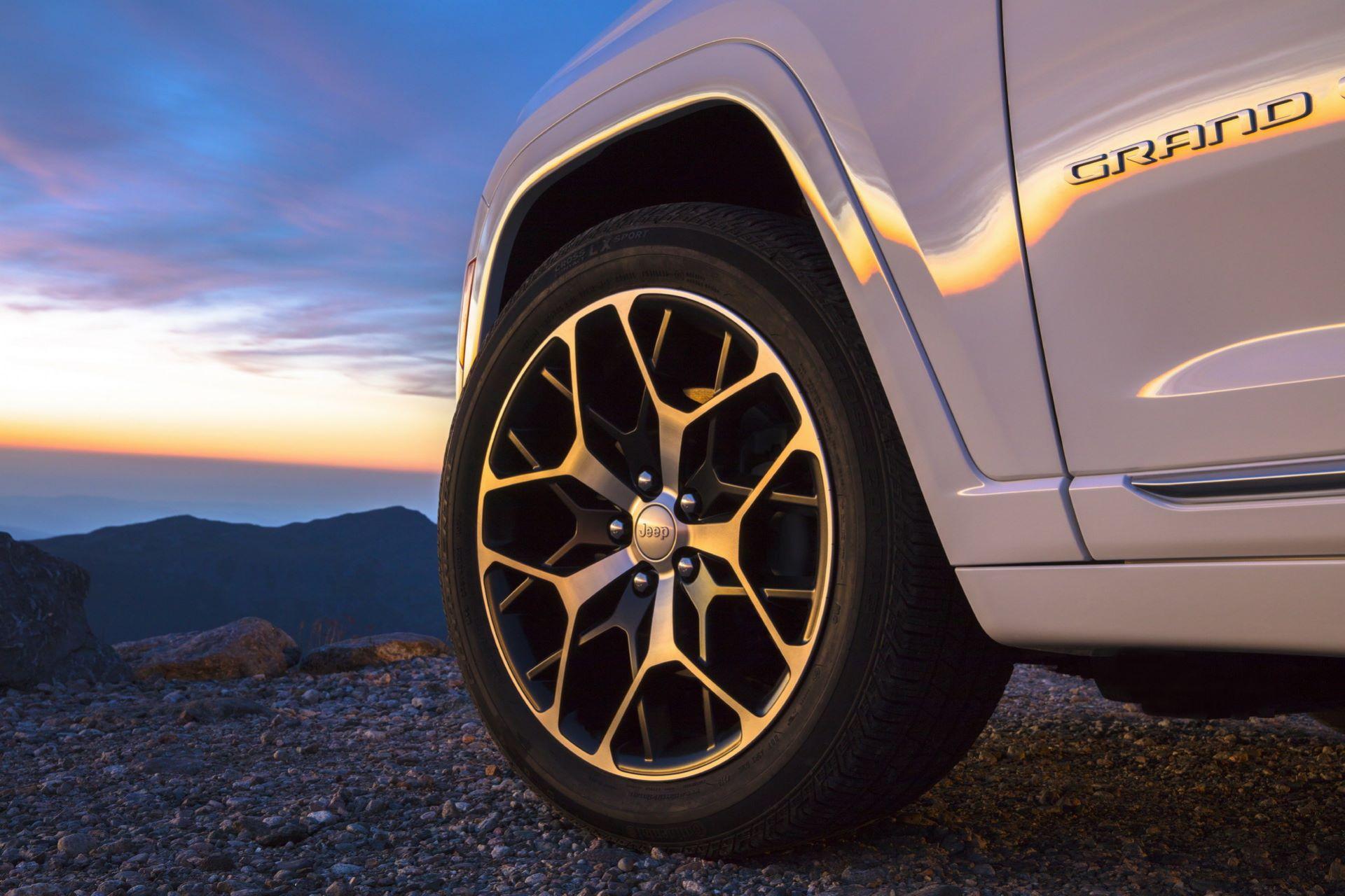 Jeep-Grand-Cherokee-2022-10