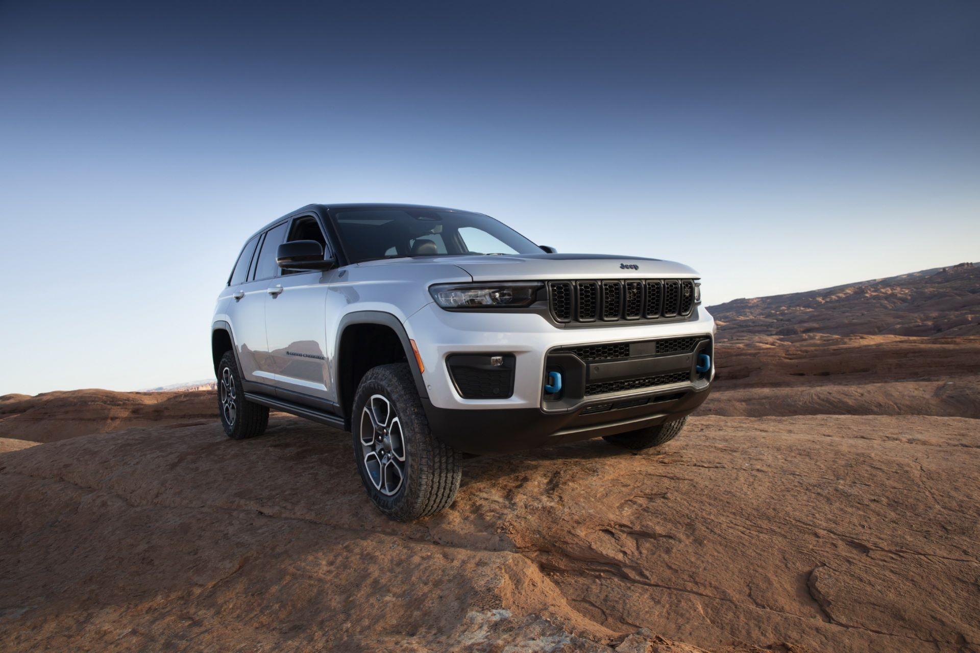 Jeep-Grand-Cherokee-2022-12