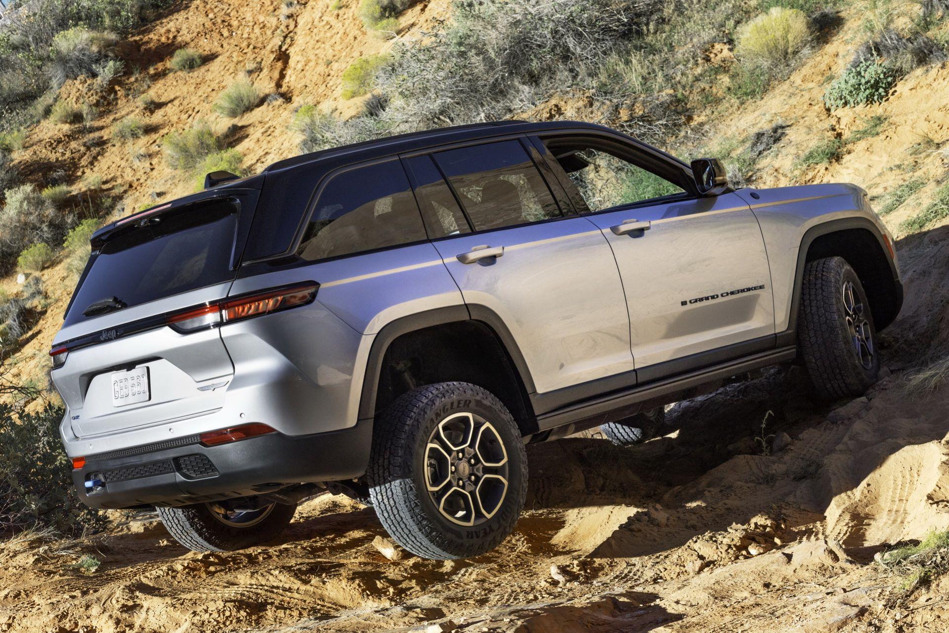 Jeep-Grand-Cherokee-2022-21