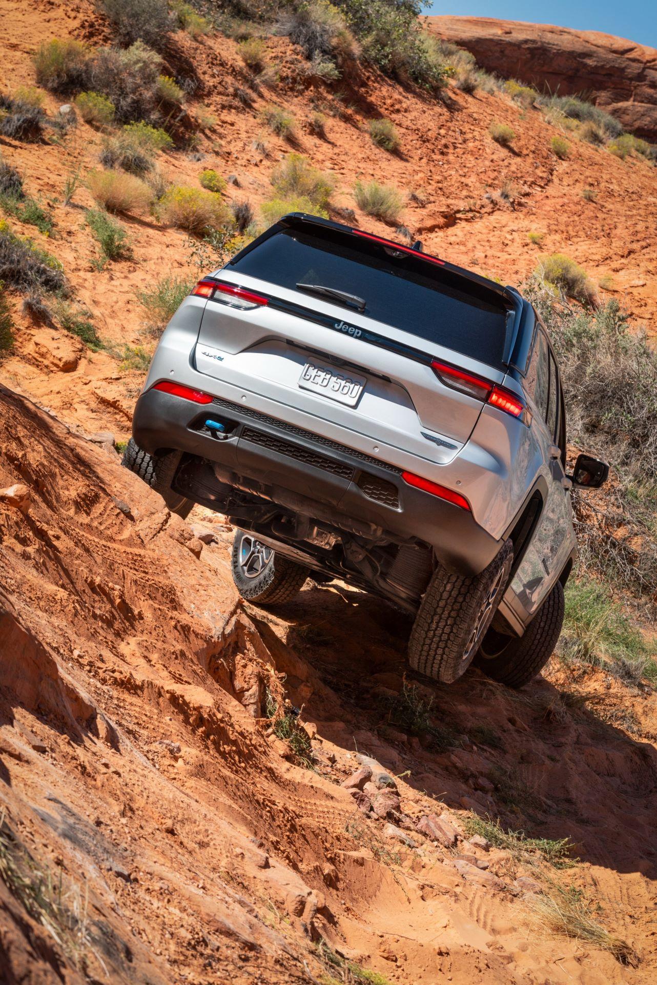Jeep-Grand-Cherokee-2022-23