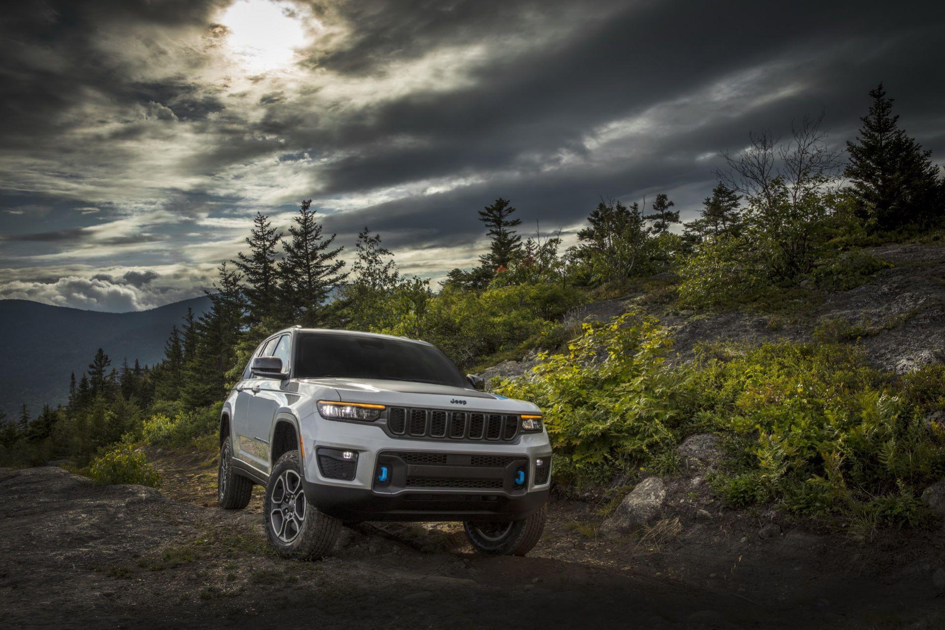 Jeep-Grand-Cherokee-2022-25