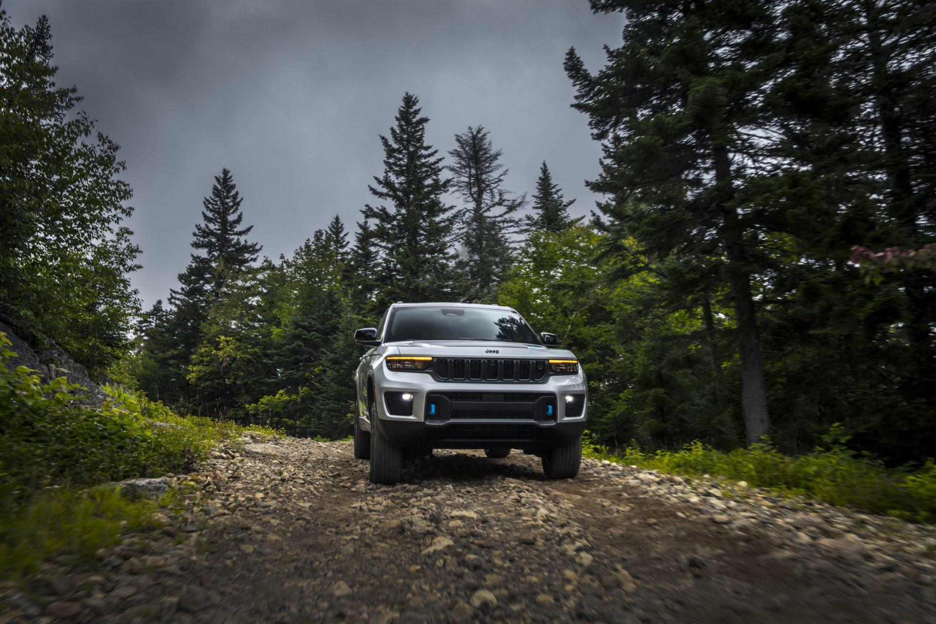 Jeep-Grand-Cherokee-2022-38