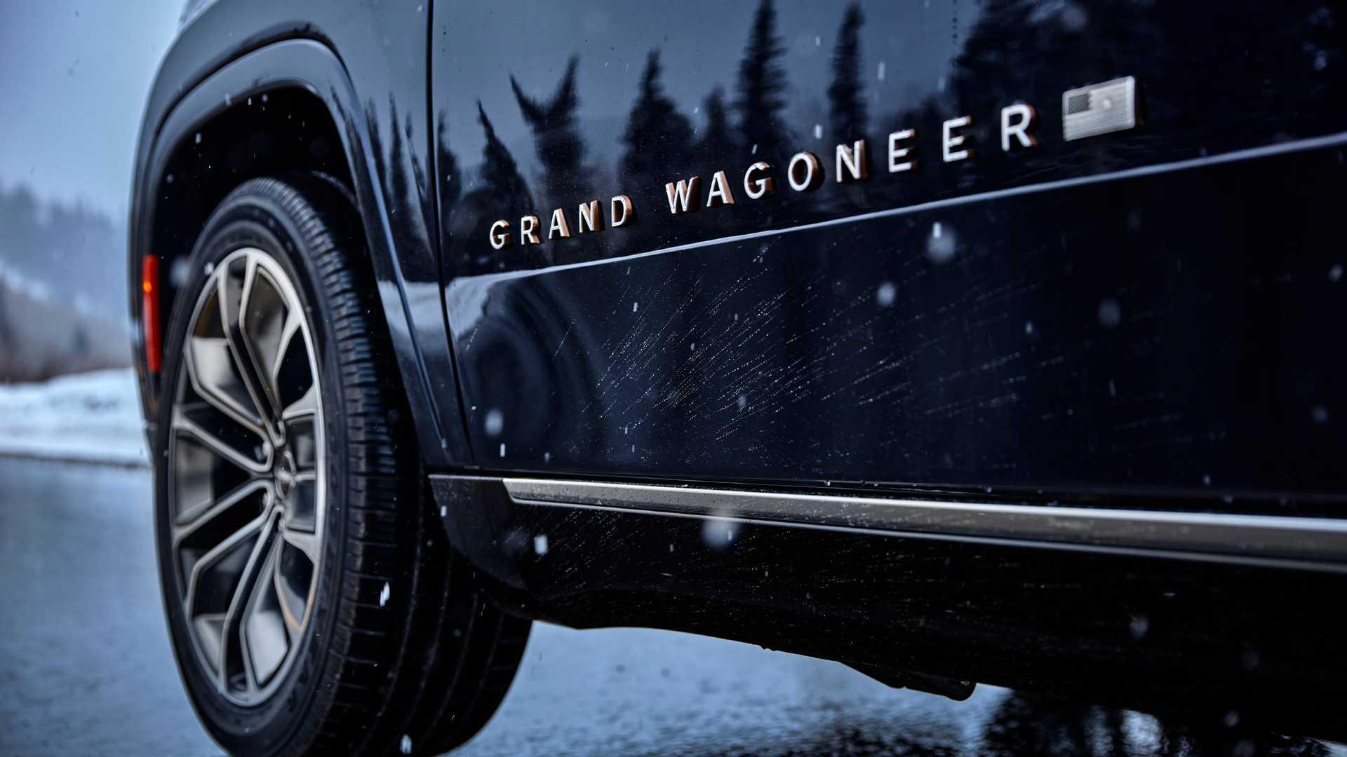 2022-jeep-grand-wagoneer-exterior-badging-1