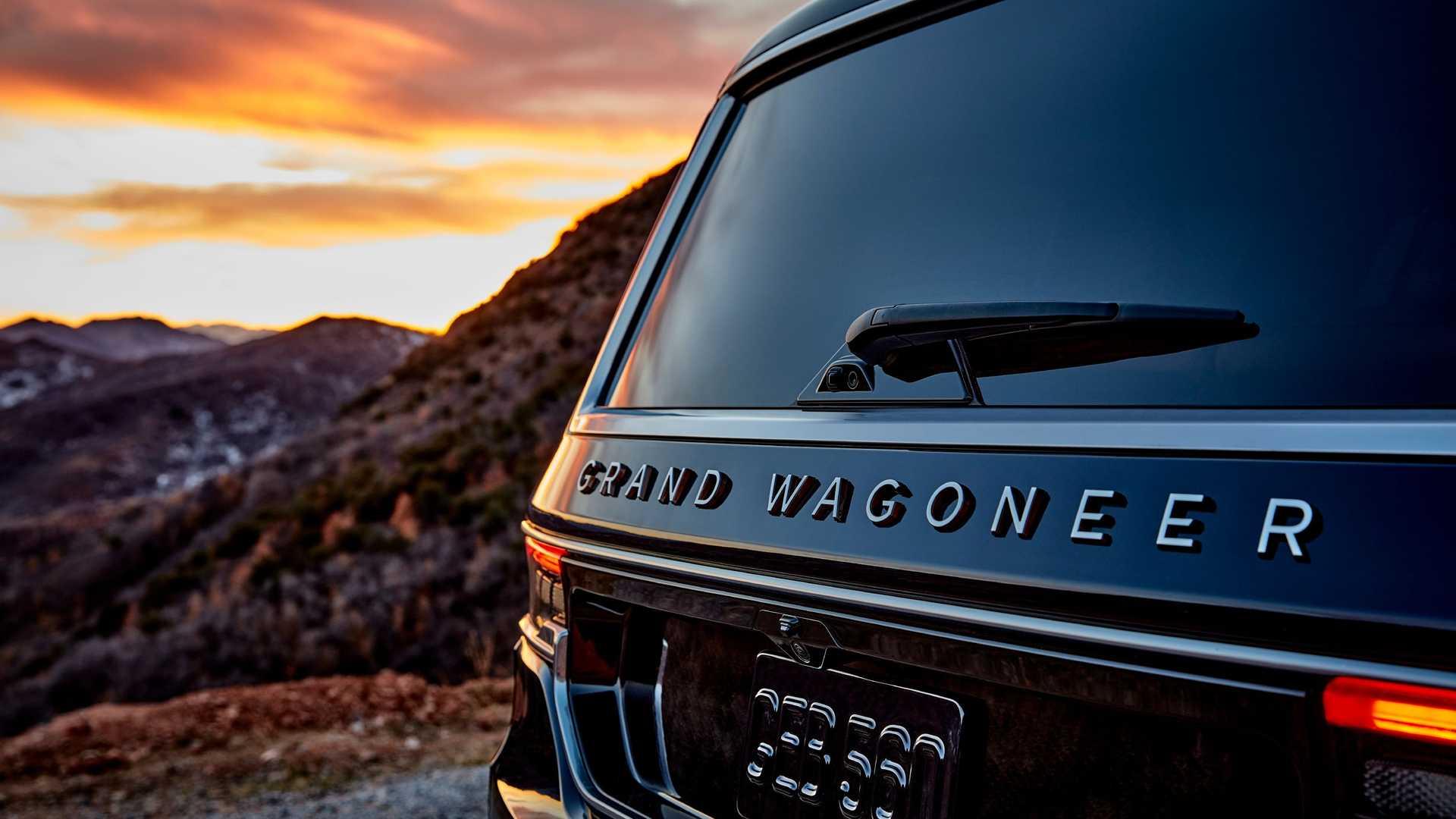 2022-jeep-grand-wagoneer-exterior-badging-4