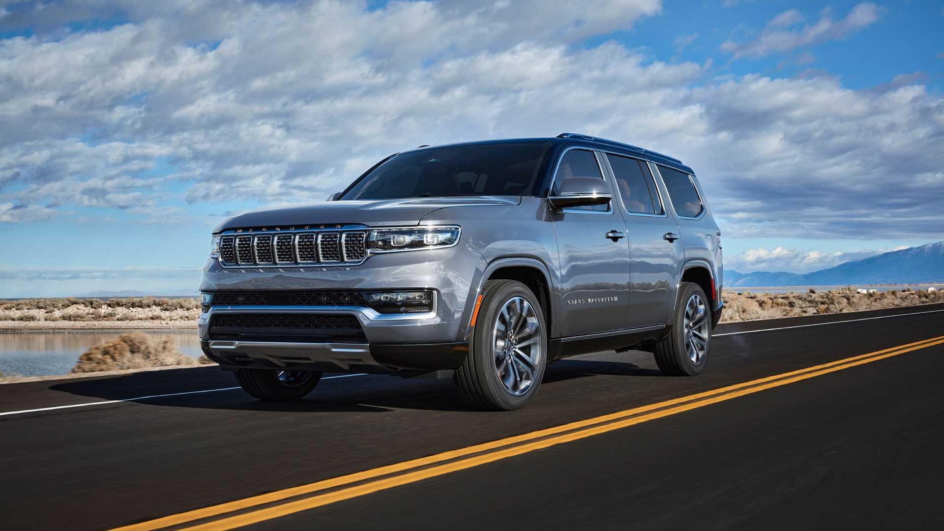 2022-jeep-grand-wagoneer-exterior-front-quarter-10
