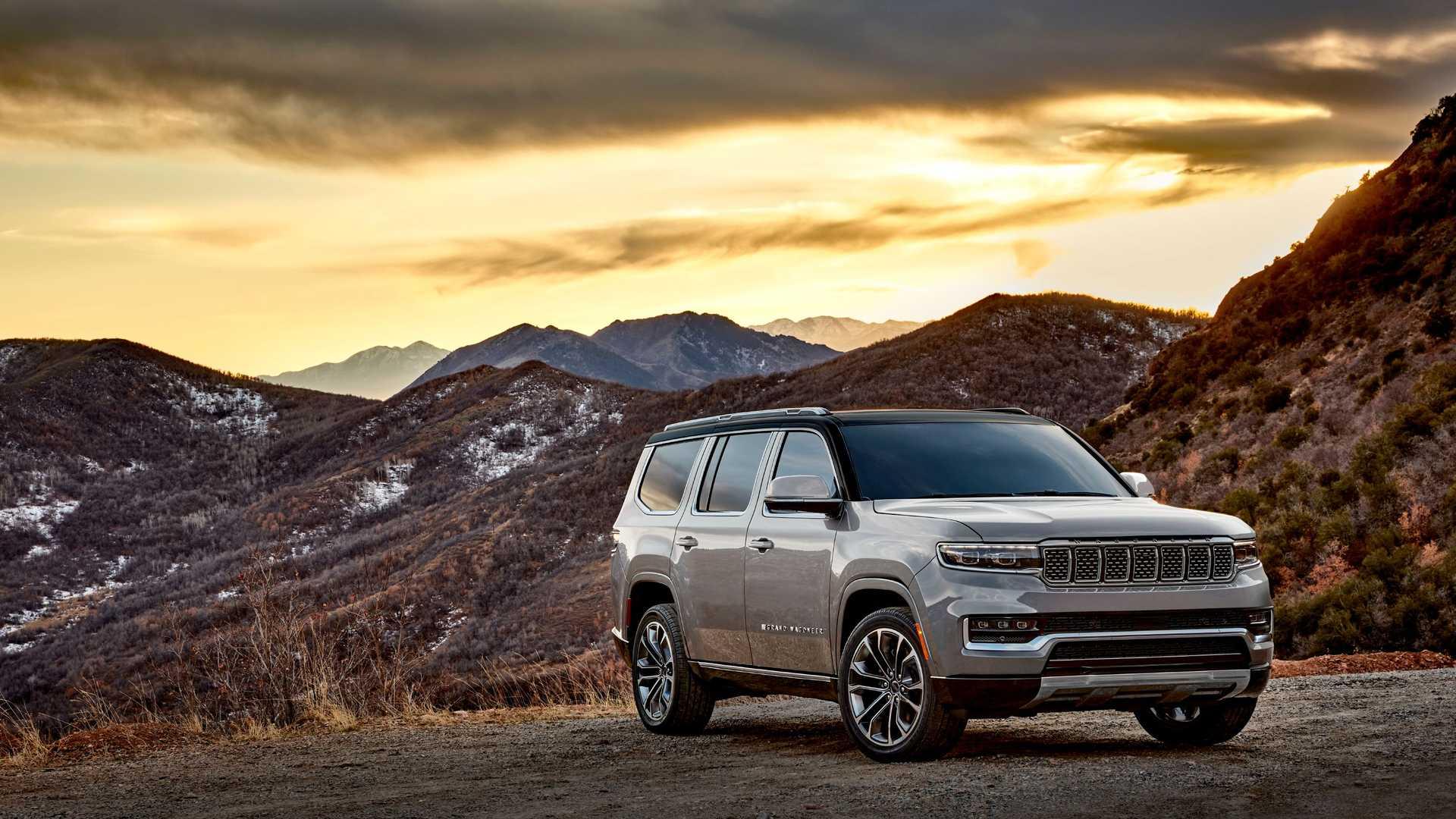 2022-jeep-grand-wagoneer-exterior-front-quarter-11