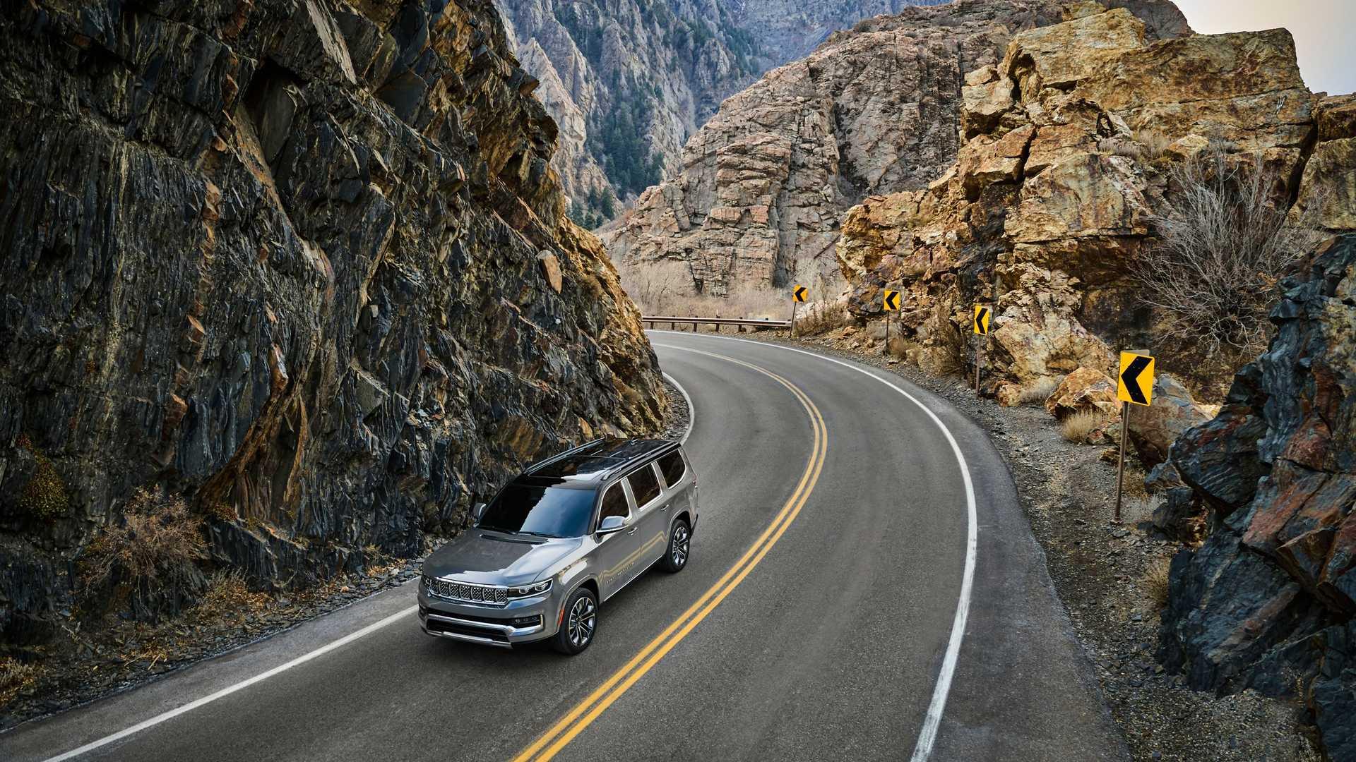 2022-jeep-grand-wagoneer-exterior-front-quarter-12