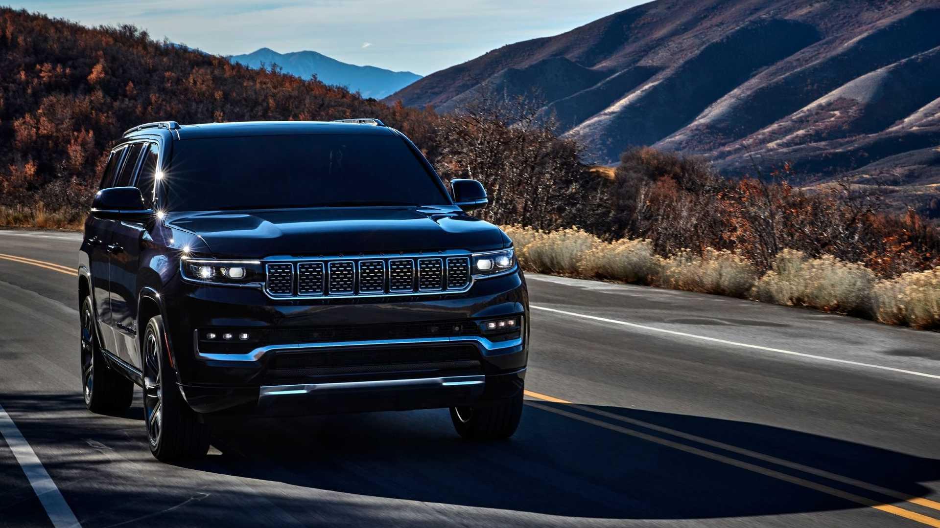 2022-jeep-grand-wagoneer-exterior-front-quarter-8
