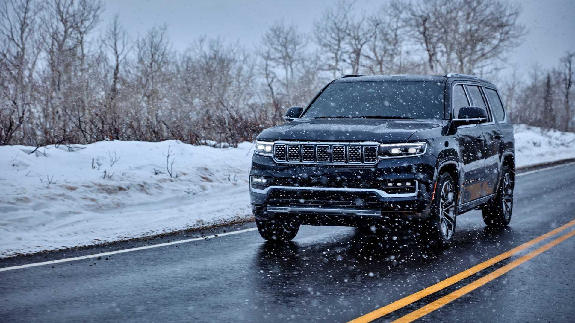 2022-jeep-grand-wagoneer-exterior-front-quarter-9