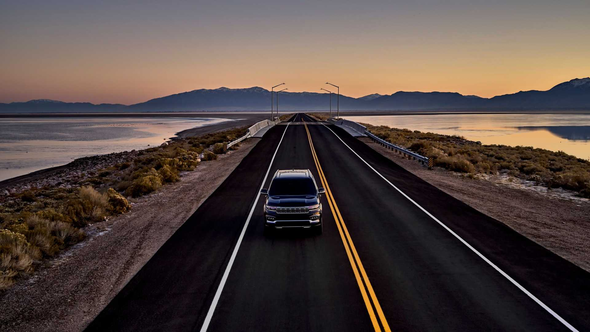 2022-jeep-grand-wagoneer-exterior-front-view-3