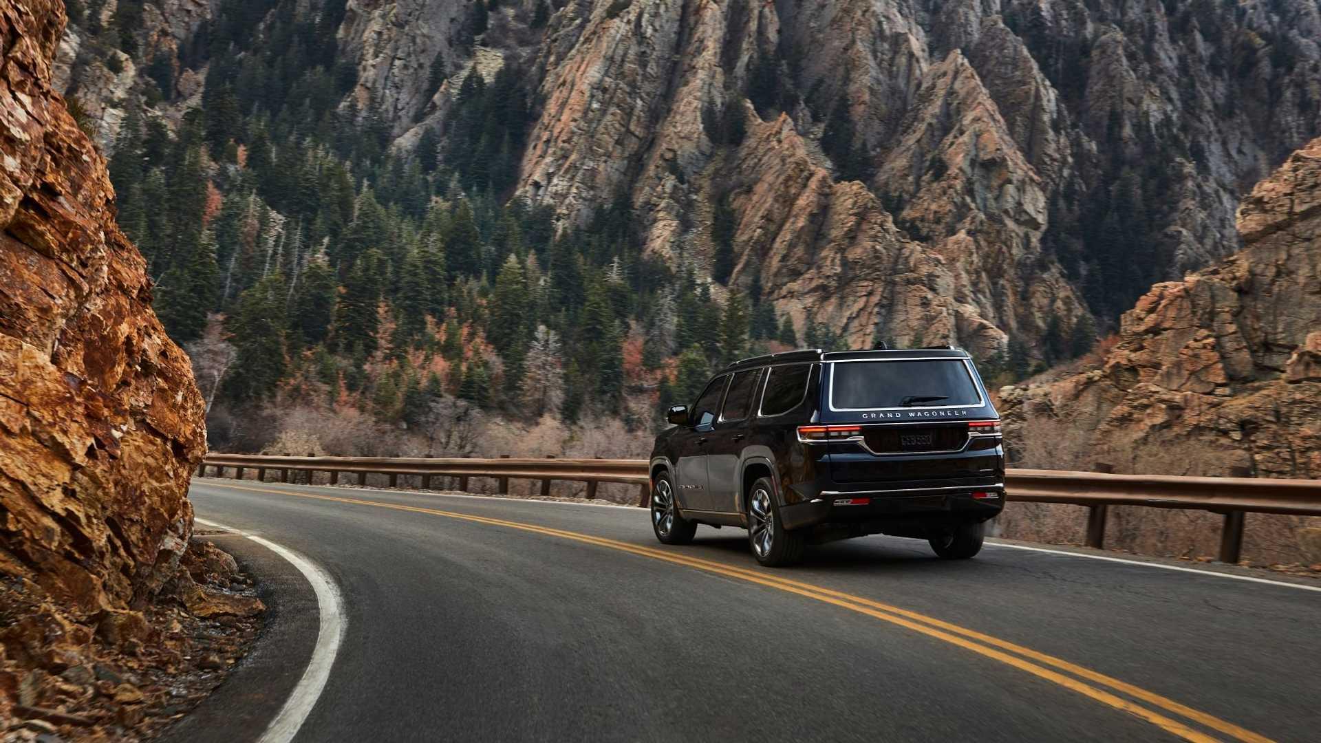 2022-jeep-grand-wagoneer-exterior-rear-quarter-1