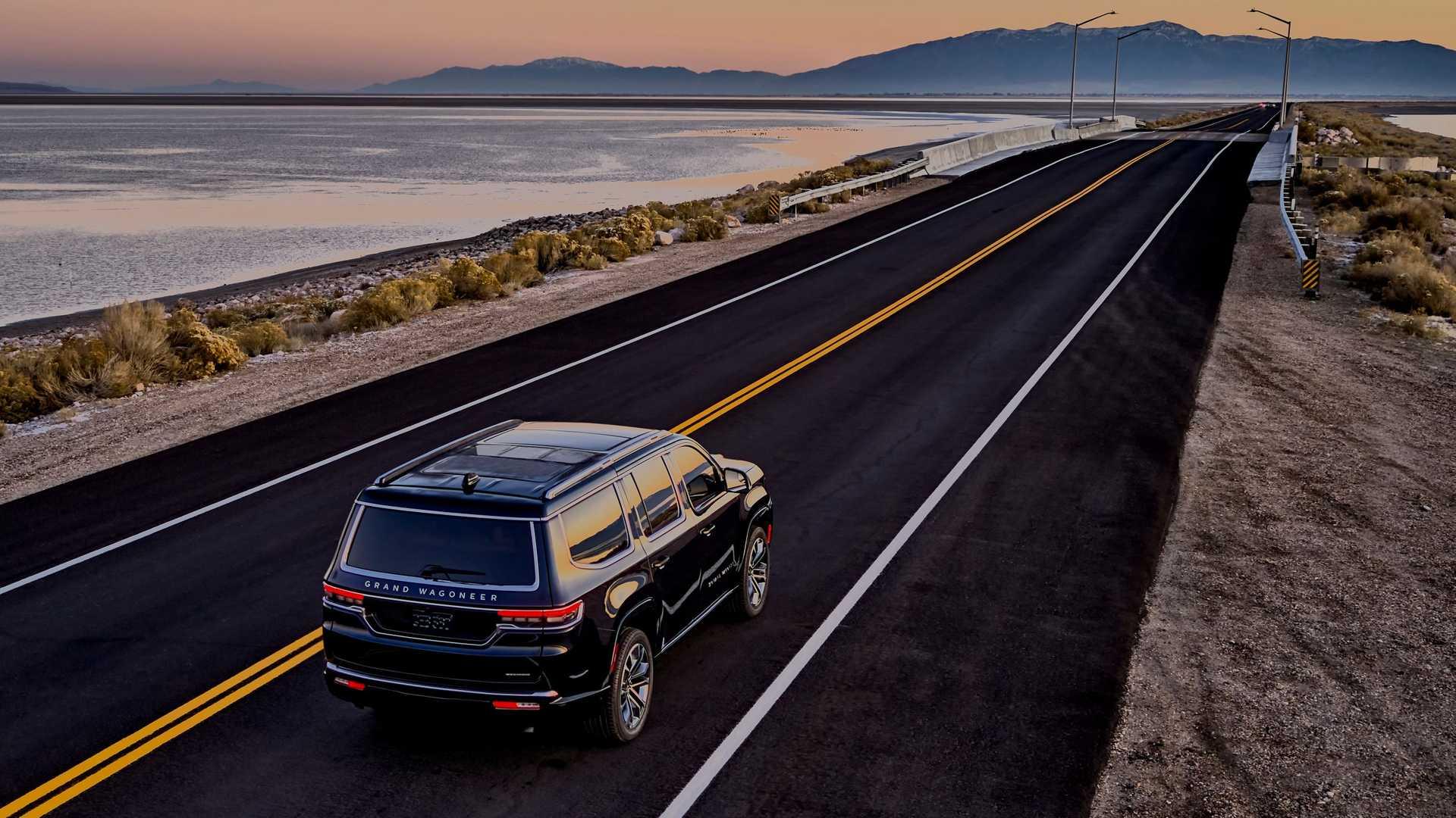 2022-jeep-grand-wagoneer-exterior-rear-quarter-10