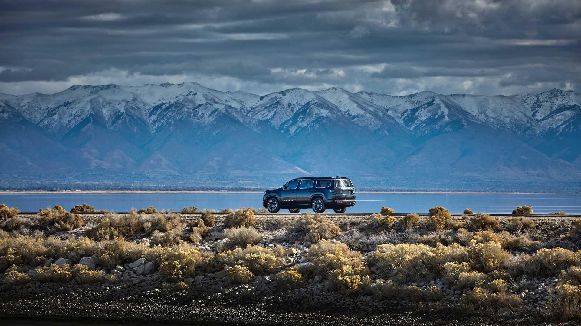 2022-jeep-grand-wagoneer-exterior-rear-quarter-3