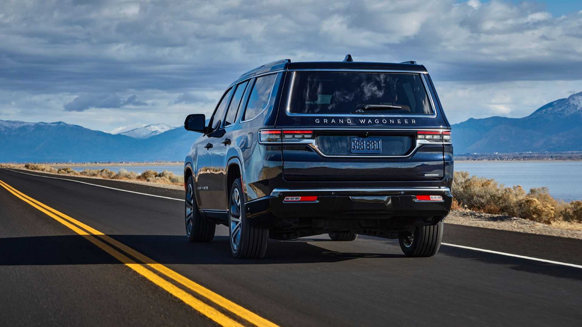 2022-jeep-grand-wagoneer-exterior-rear-quarter-4