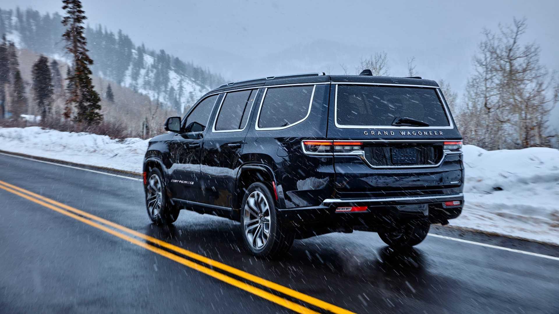 2022-jeep-grand-wagoneer-exterior-rear-quarter-8