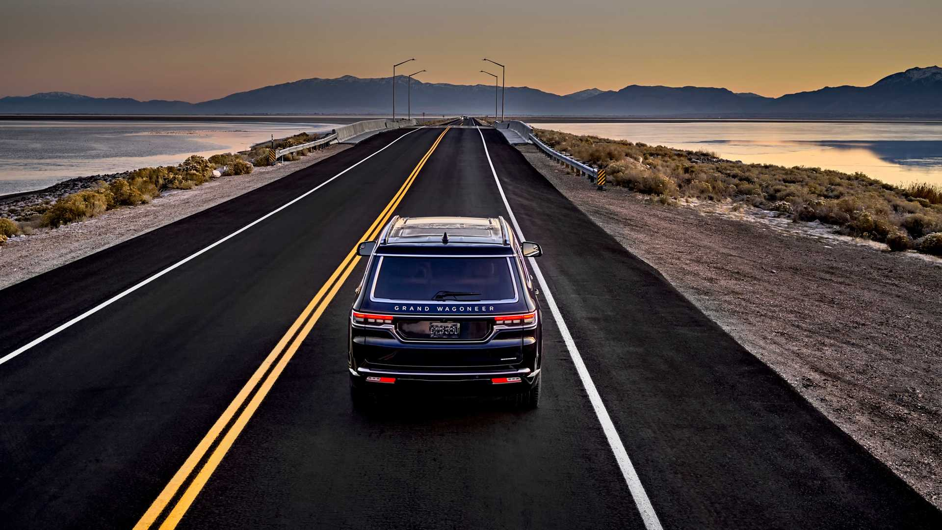 2022-jeep-grand-wagoneer-exterior-rear-view