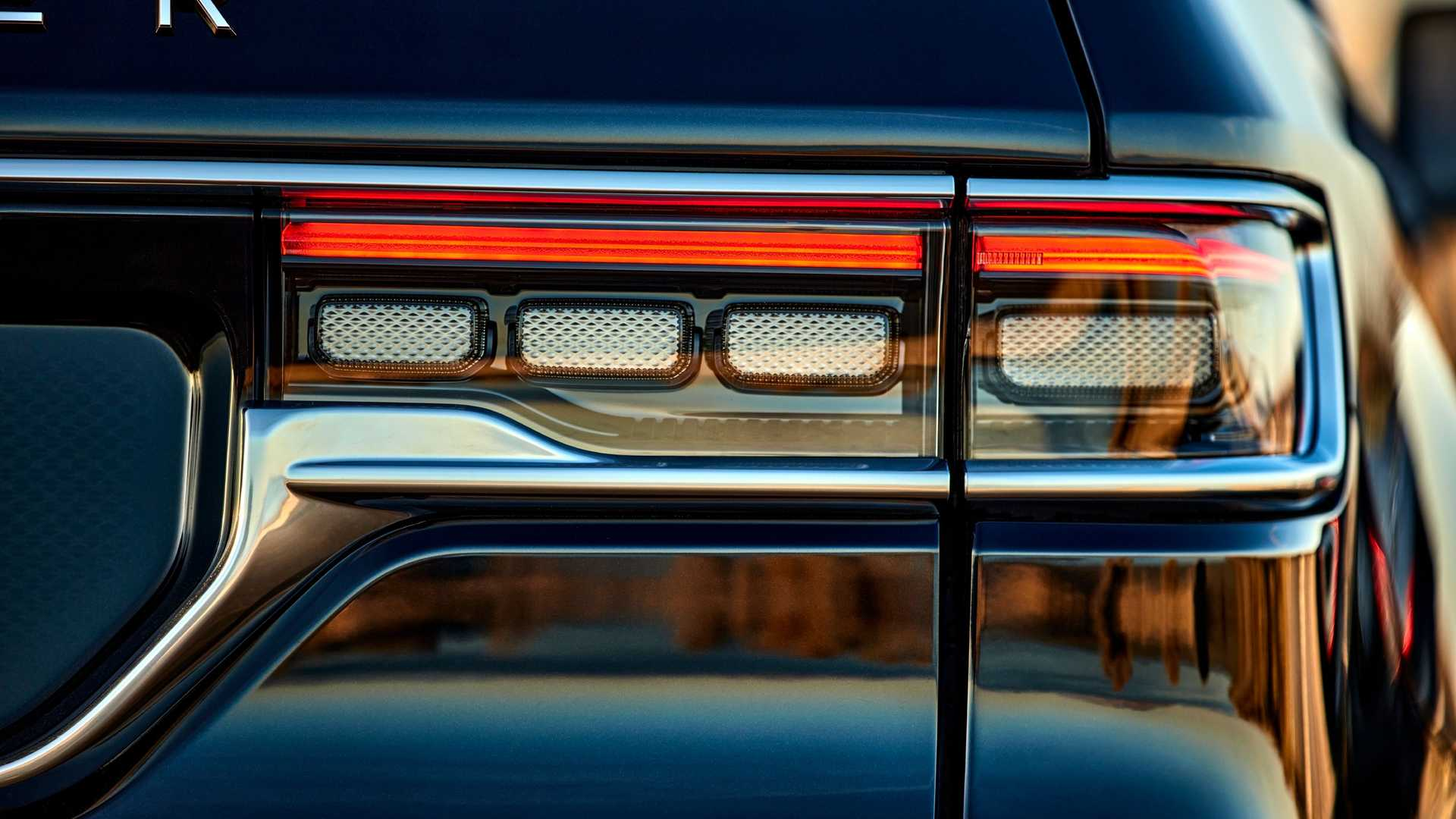 2022-jeep-grand-wagoneer-exterior-taillight