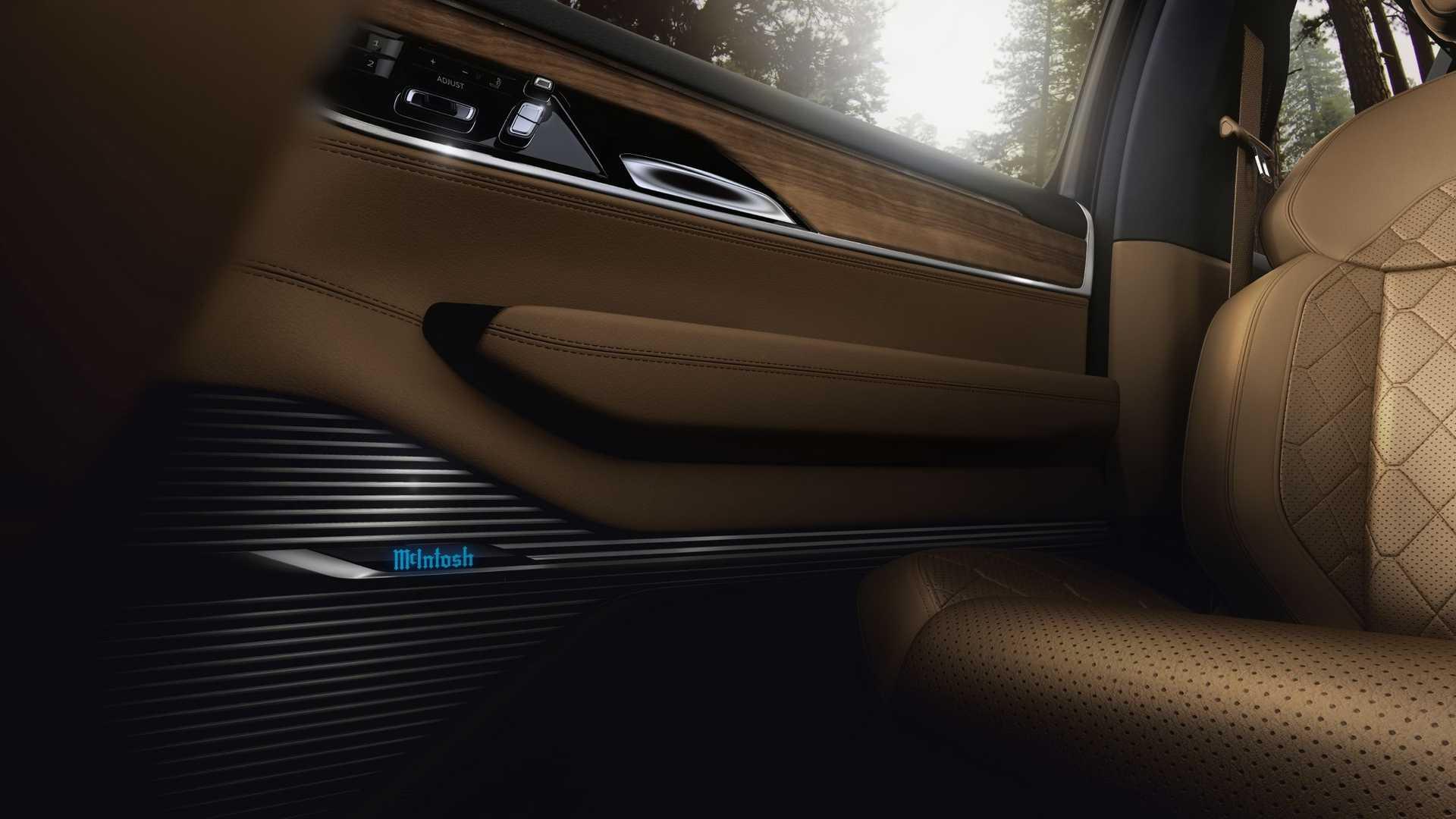 2022-jeep-grand-wagoneer-interior-door-panel-details