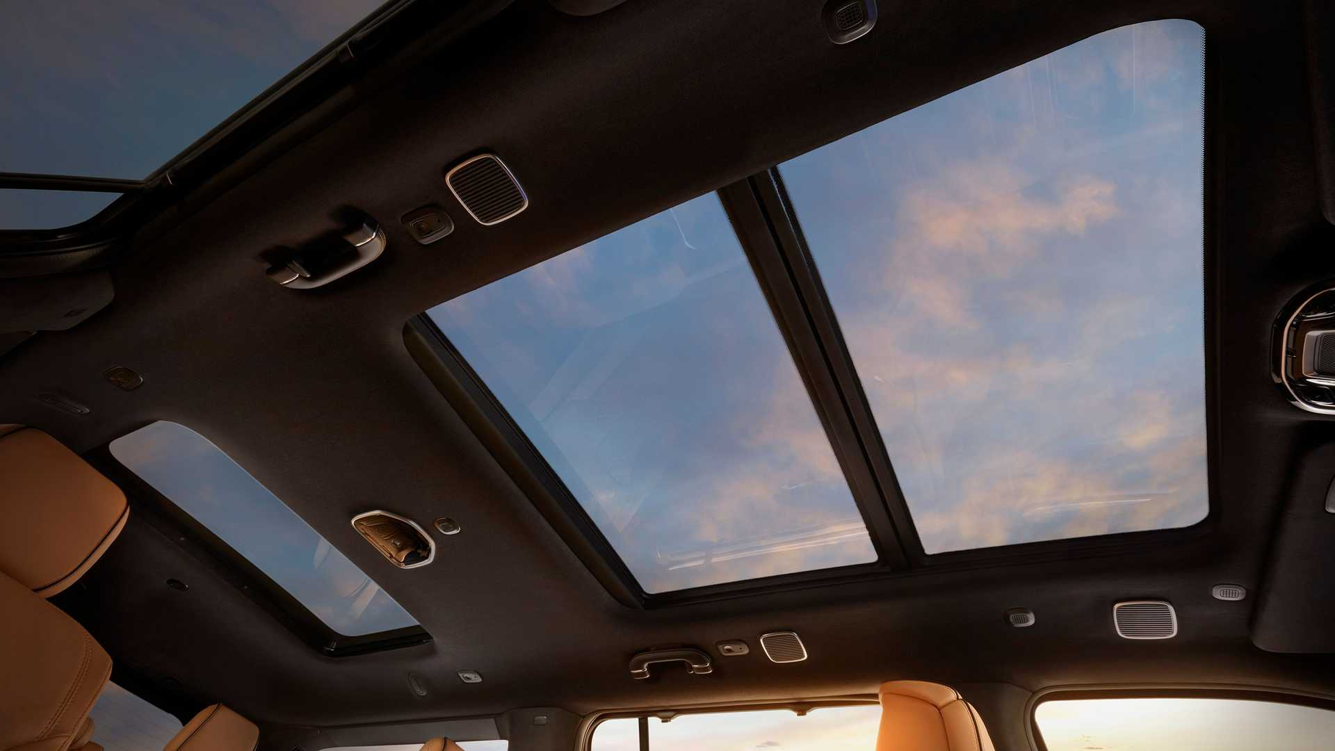 2022-jeep-grand-wagoneer-interior-panoramic-roof