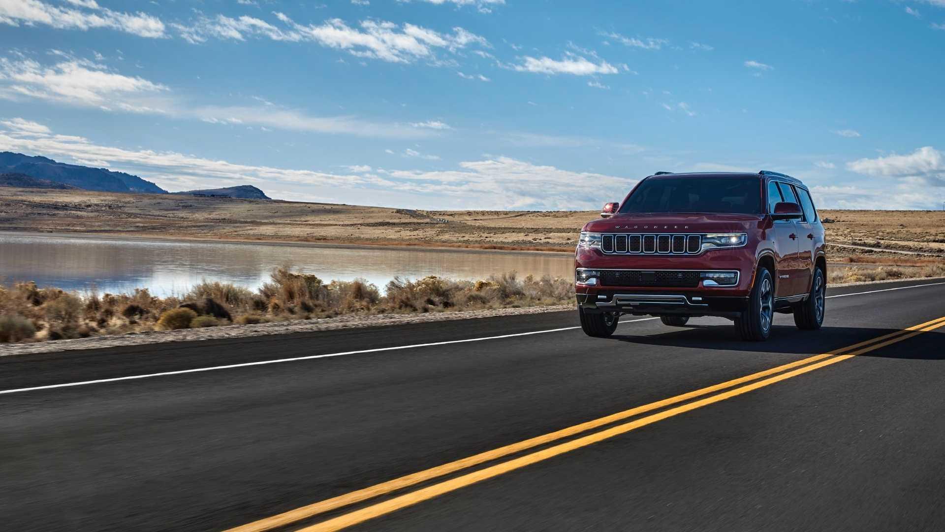 2022-jeep-wagoneer-exterior-front-quarter-14