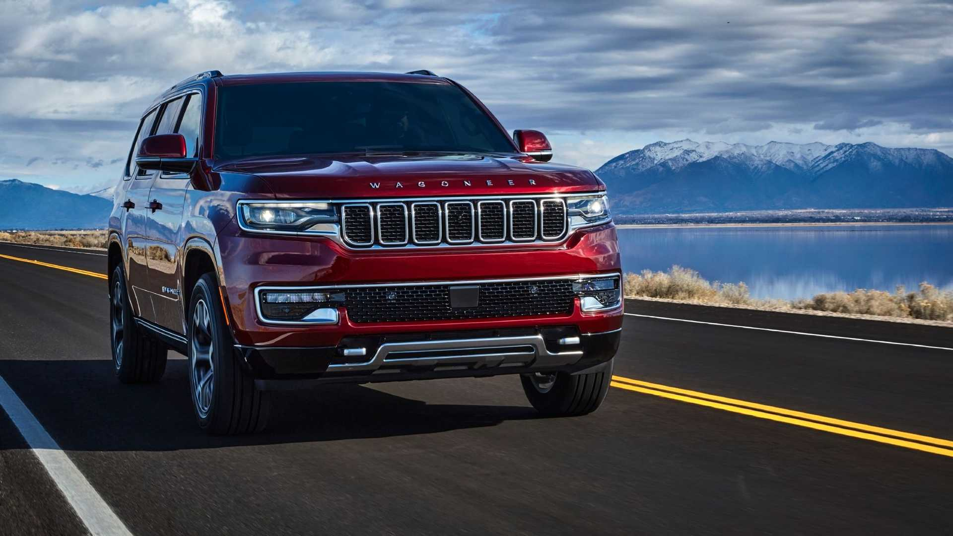 2022-jeep-wagoneer-exterior-front-quarter-16
