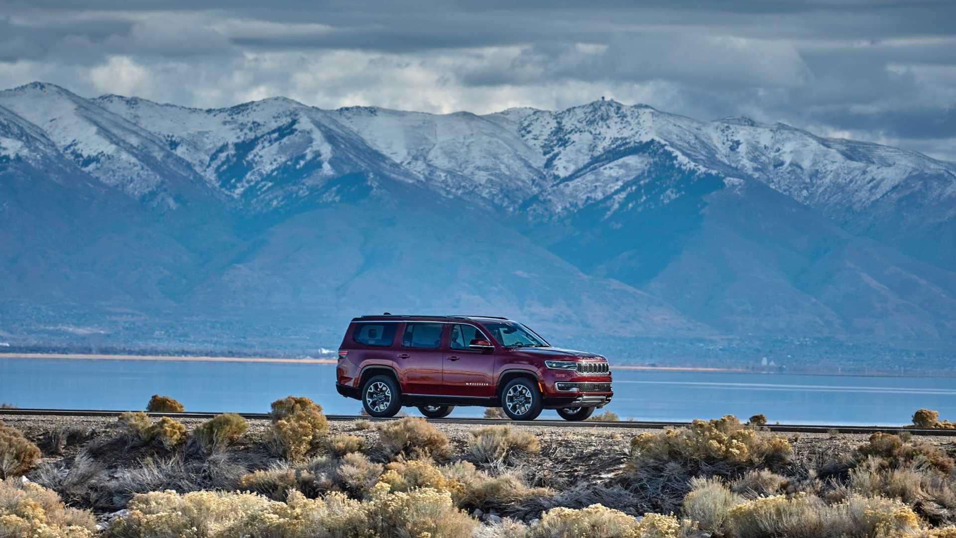 2022-jeep-wagoneer-exterior-front-quarter-18