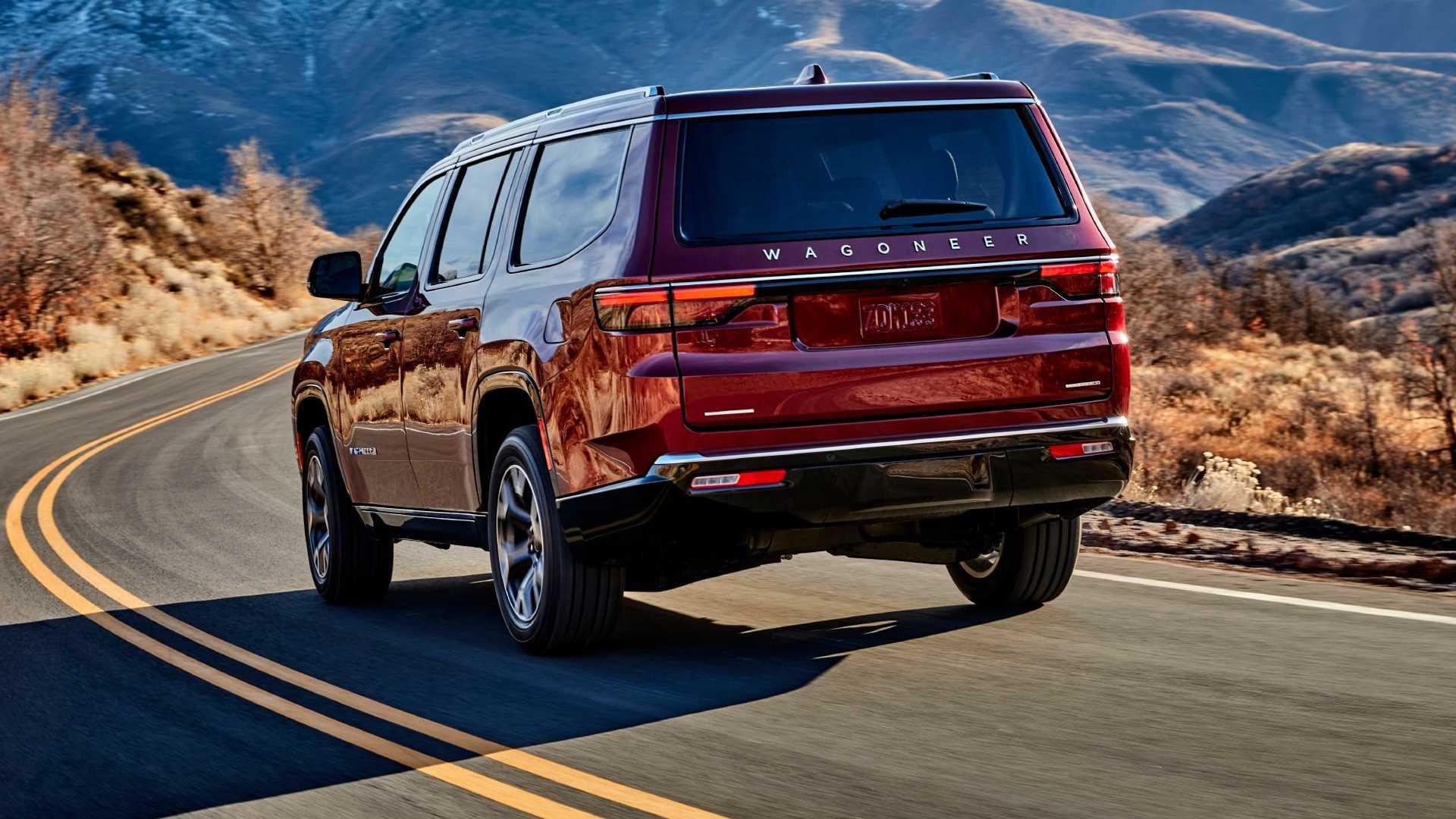 2022-jeep-wagoneer-exterior-rear-quarter-2