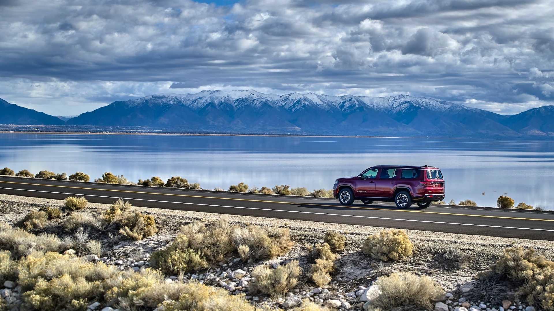 2022-jeep-wagoneer-exterior-rear-quarter-5