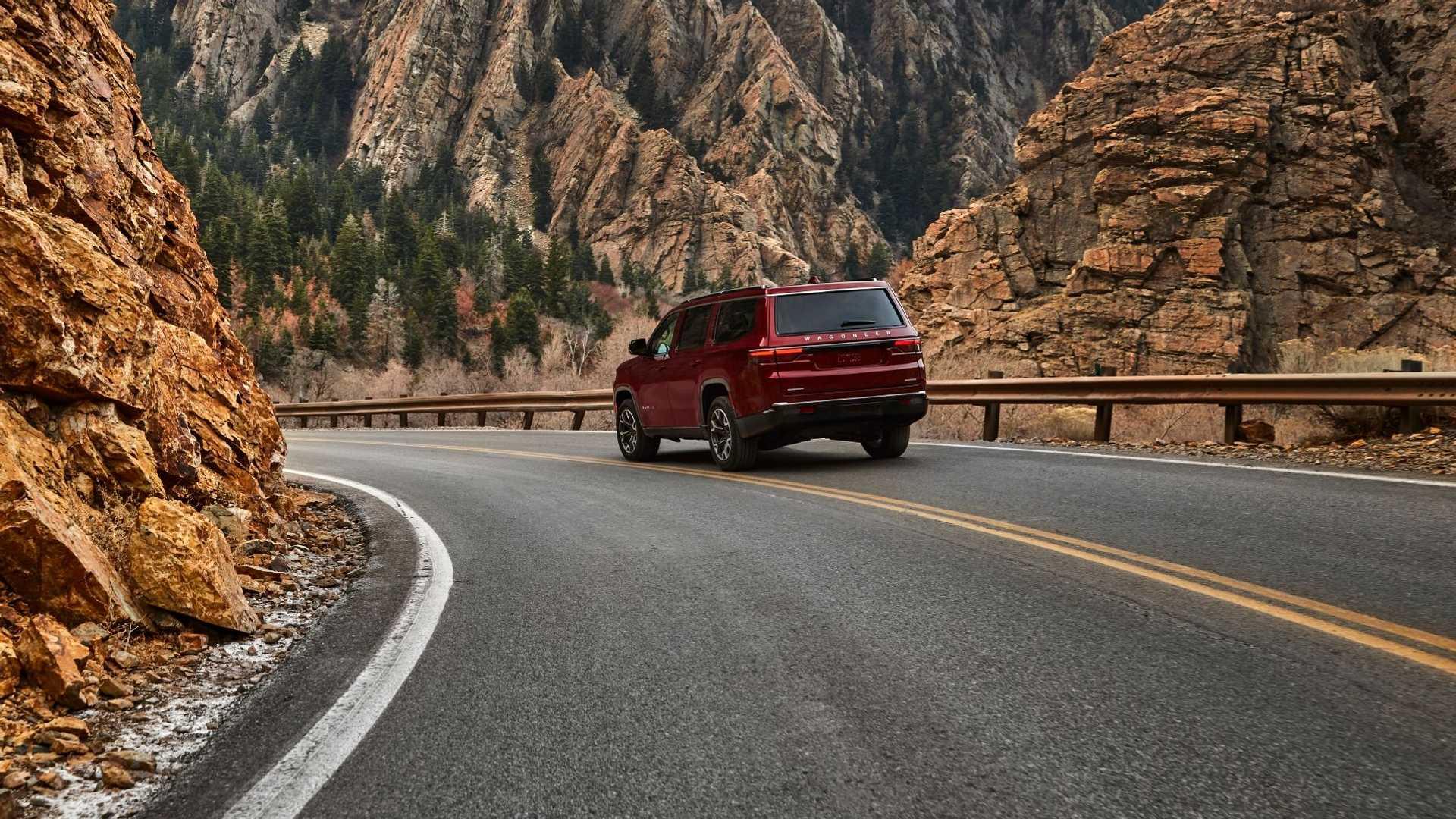 2022-jeep-wagoneer-exterior-rear-quarter-6