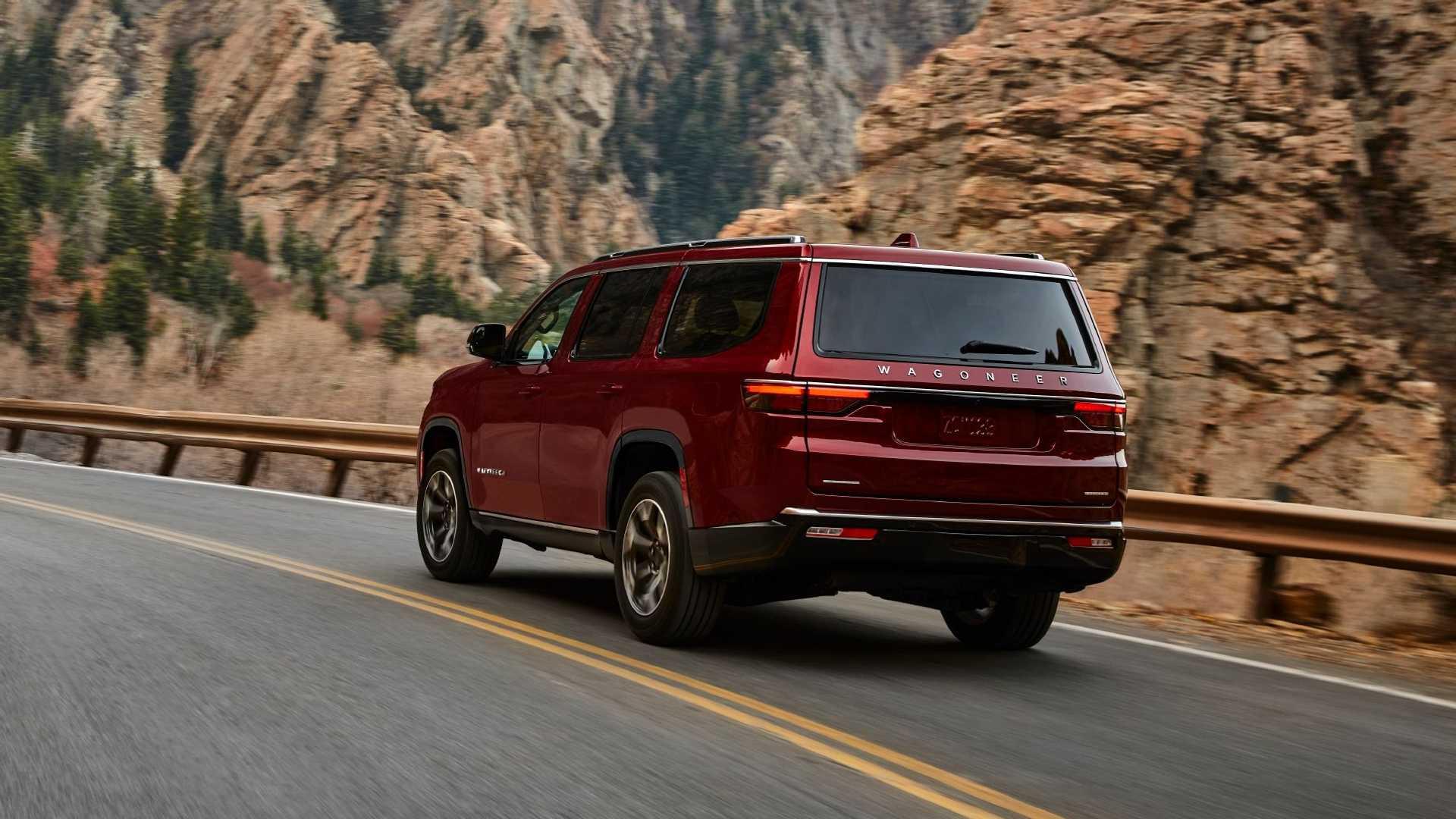 2022-jeep-wagoneer-exterior-rear-quarter-7