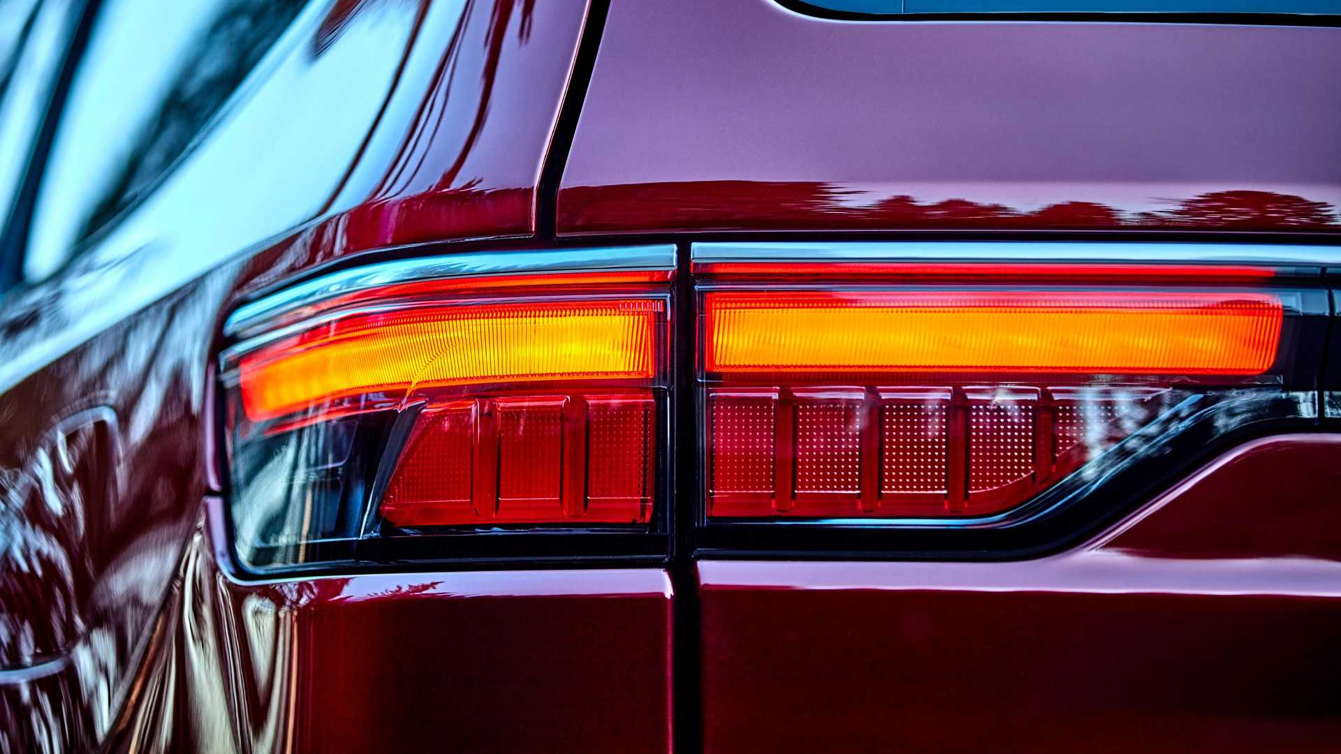 2022-jeep-wagoneer-exterior-taillight
