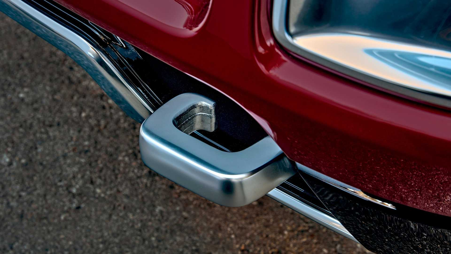 2022-jeep-wagoneer-exterior-tow-hook