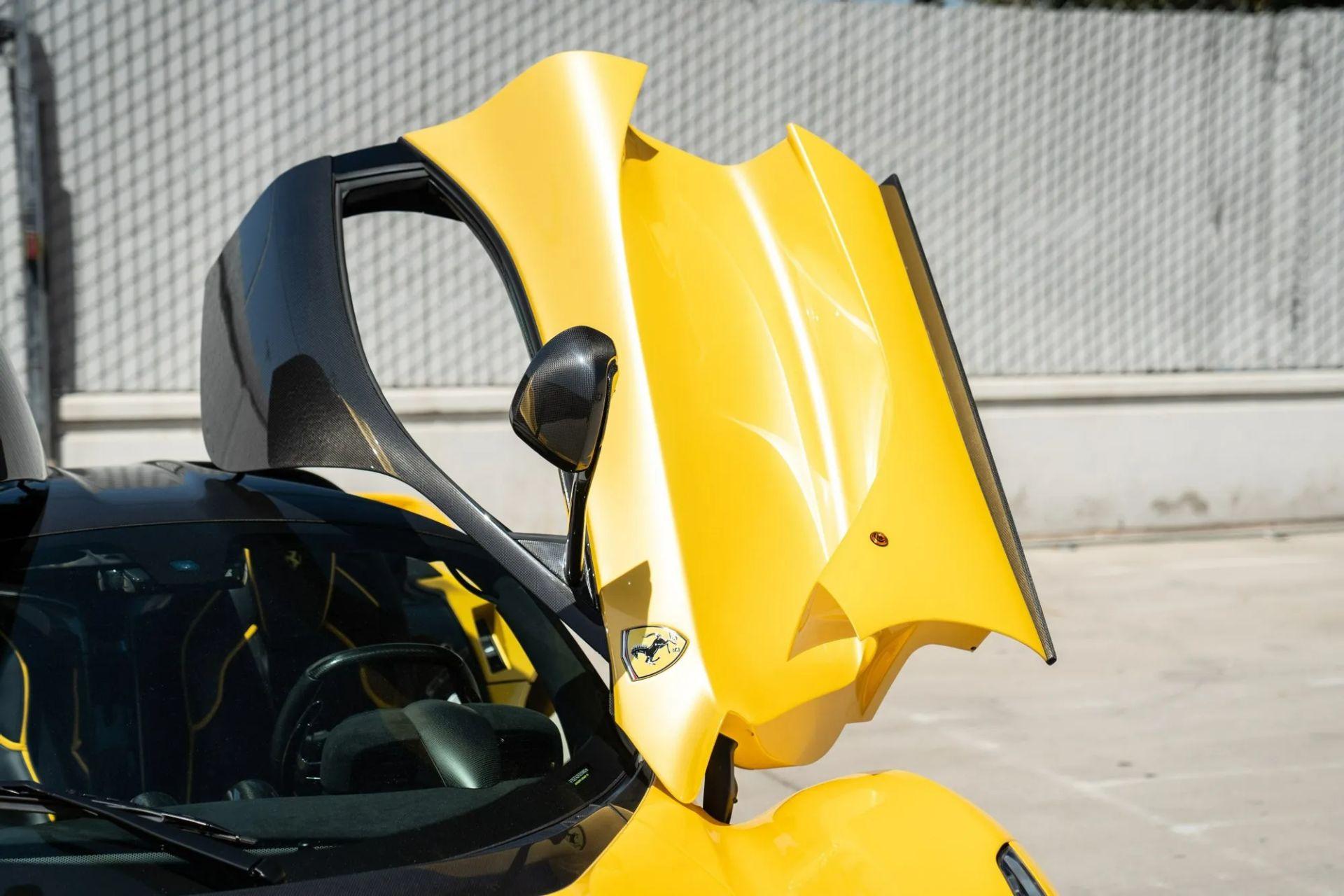 2015-La-Ferrari-Giallo-Triplo-Strato-12