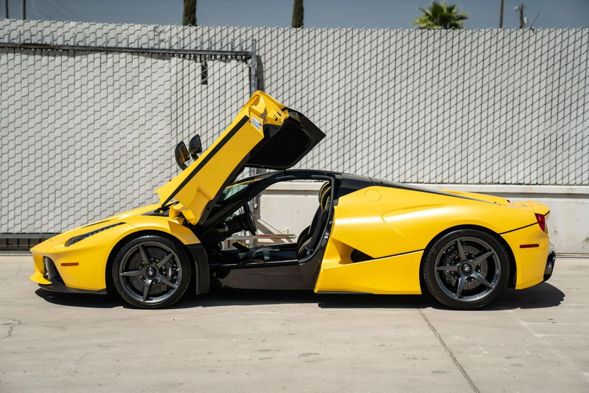 2015-La-Ferrari-Giallo-Triplo-Strato-3