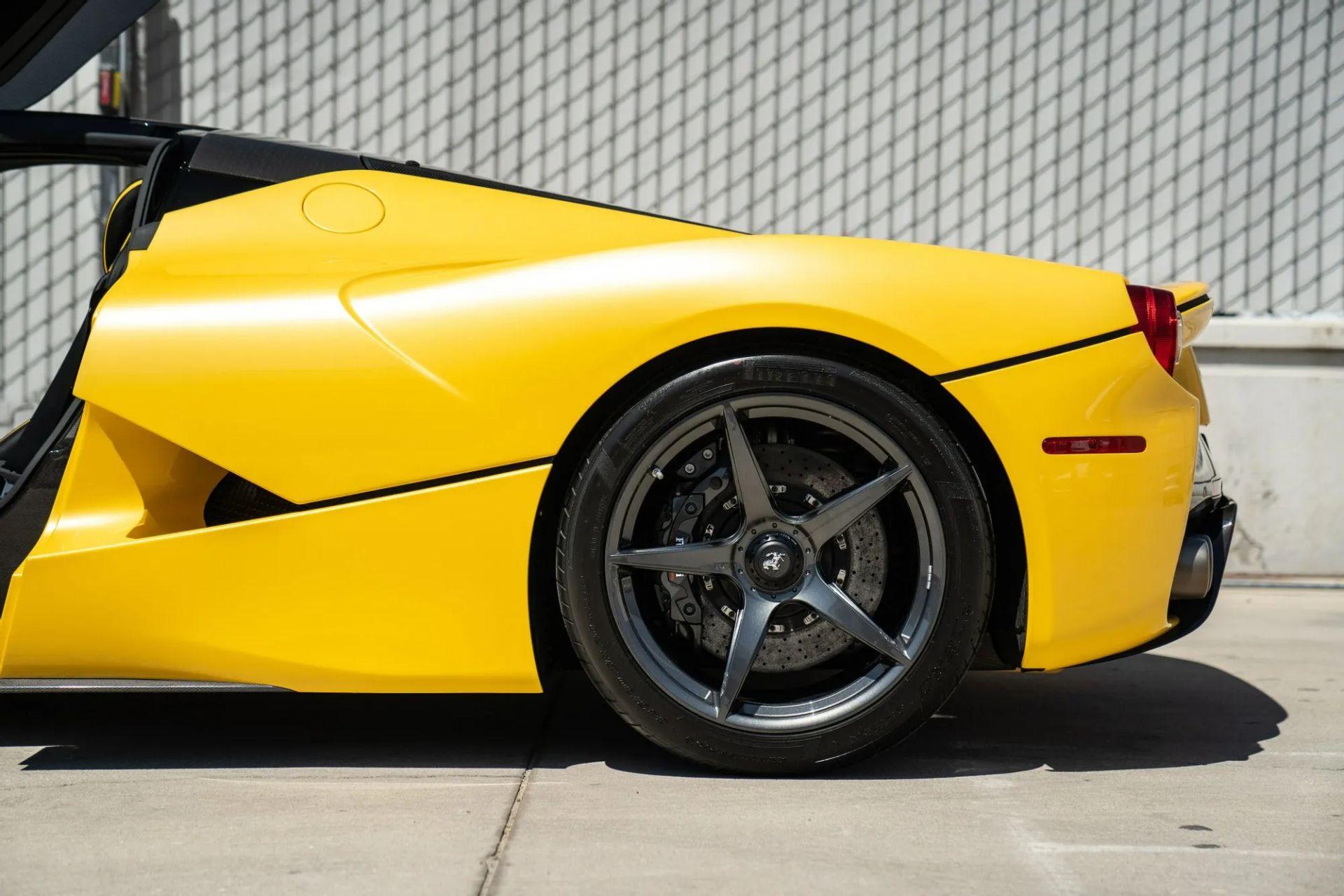 2015-La-Ferrari-Giallo-Triplo-Strato-5