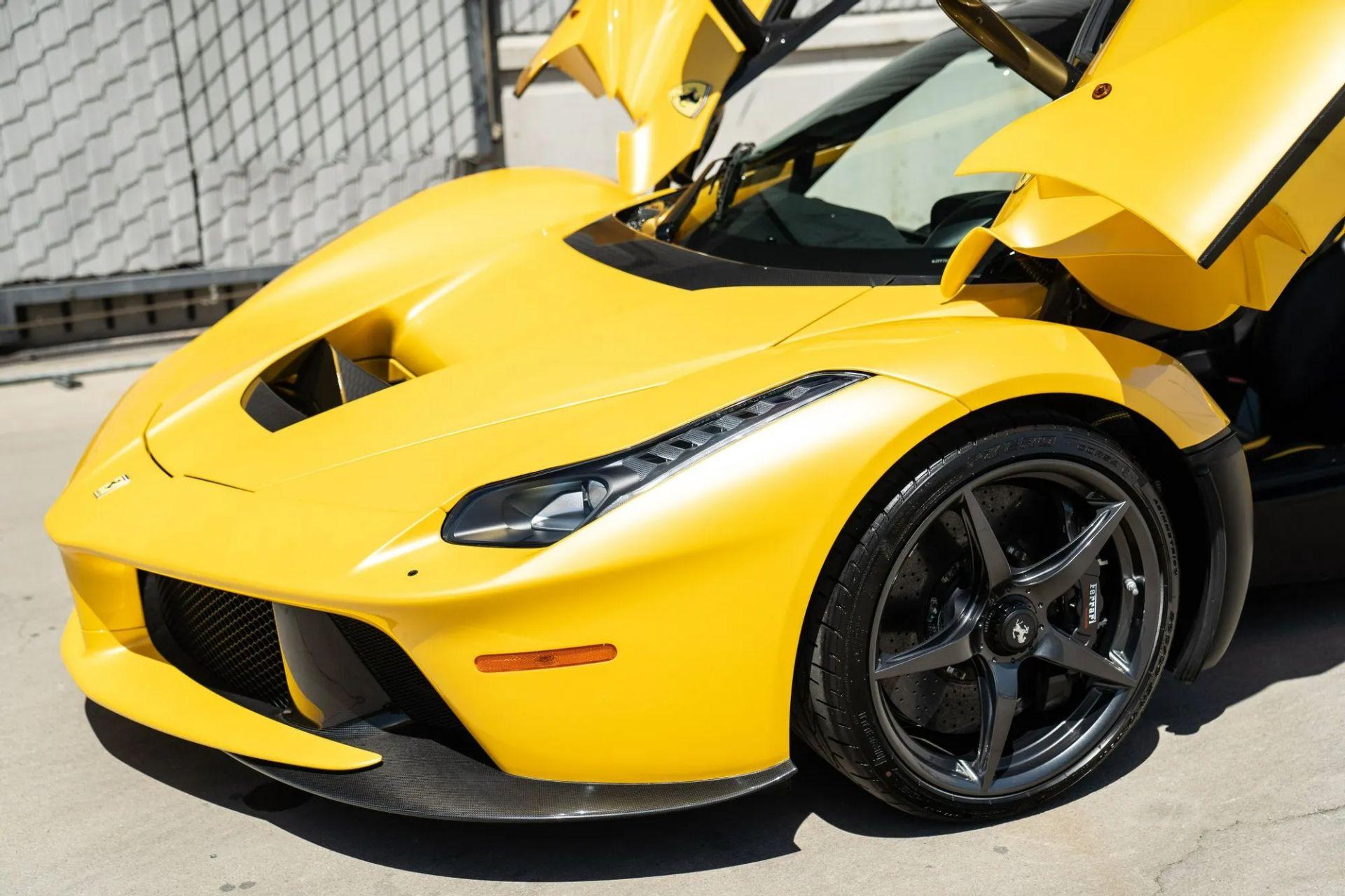 2015-La-Ferrari-Giallo-Triplo-Strato-6