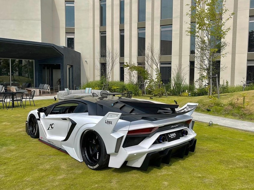 Lamborghini-Aventador-GT-Evo-bodykit-by-Liberty-Walk-3