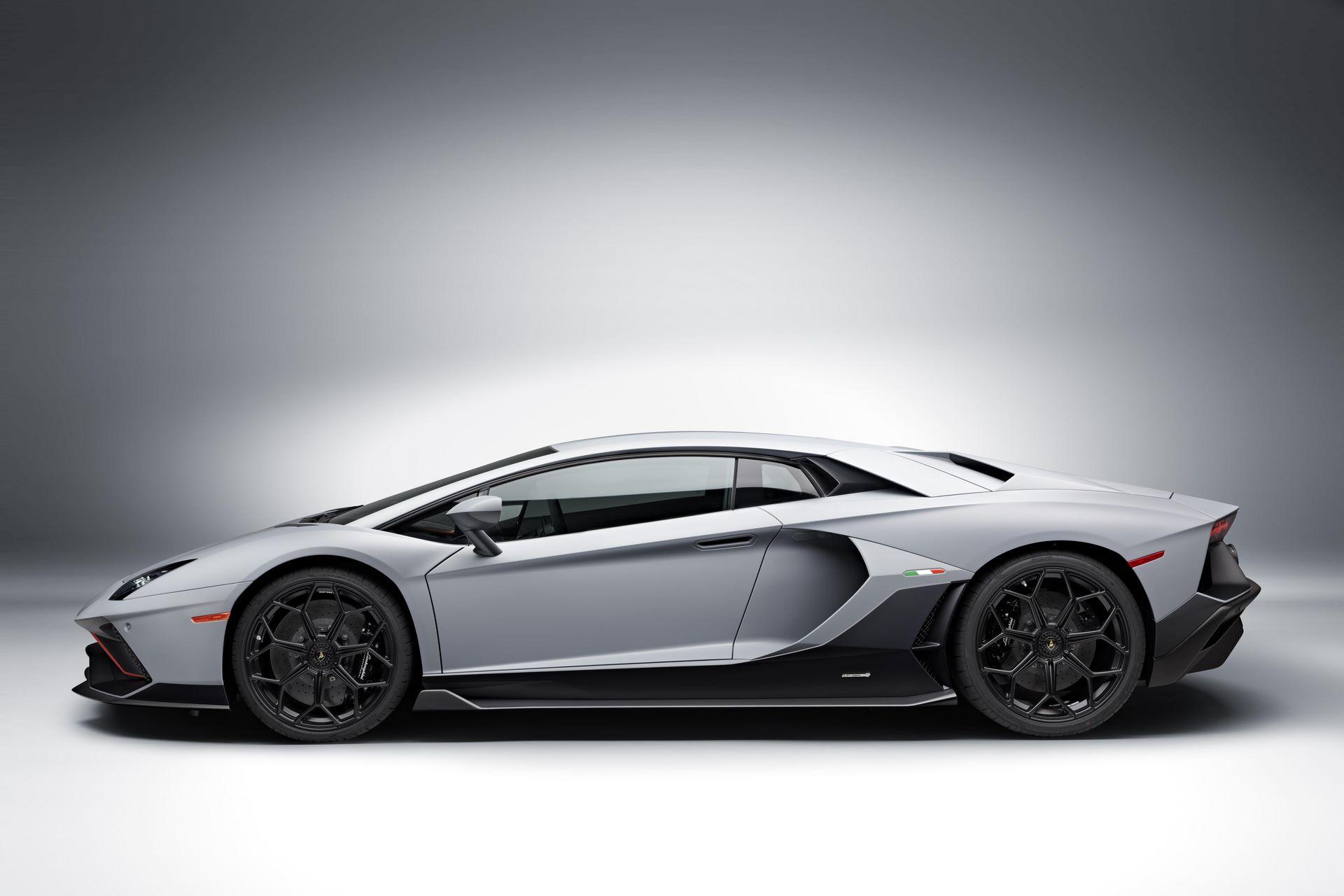 Lamborghini-Aventador-LP780-4-Ultimae-30