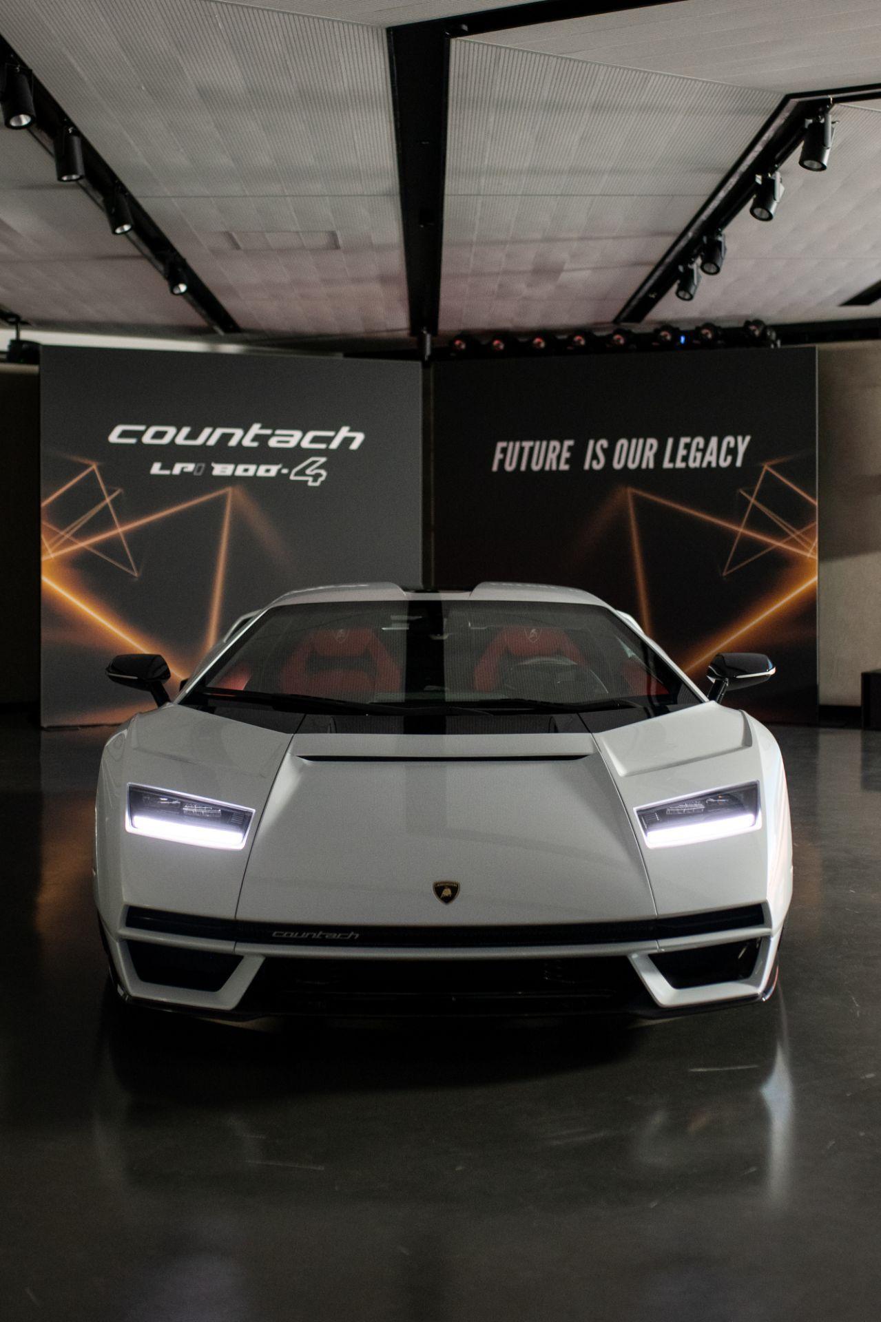 Lamborghini-Countach-LPI-800-4-10