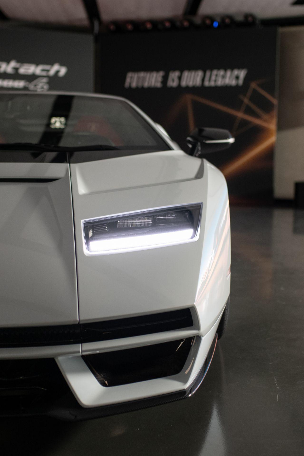 Lamborghini-Countach-LPI-800-4-11