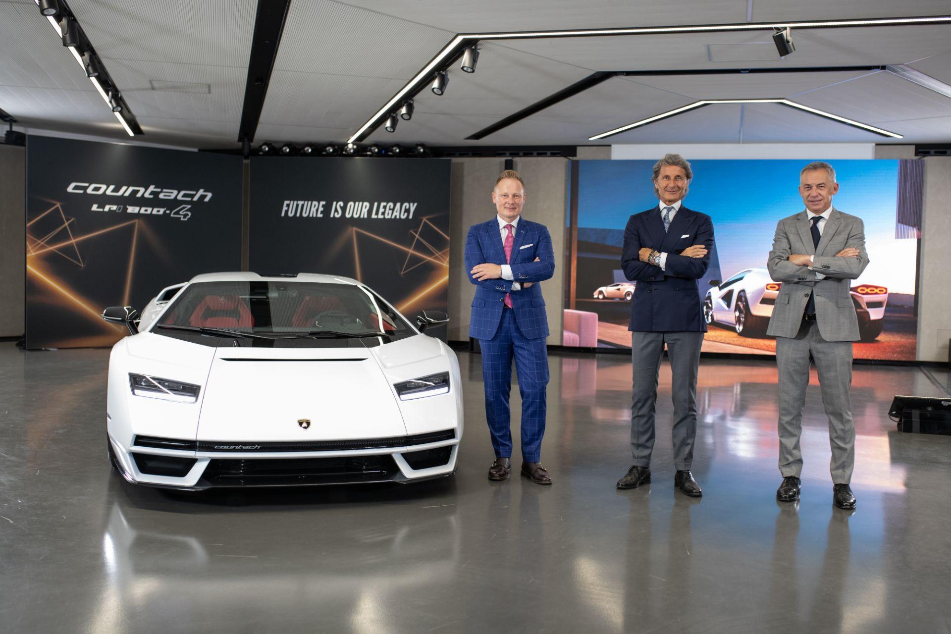 Lamborghini-Countach-LPI-800-4-18