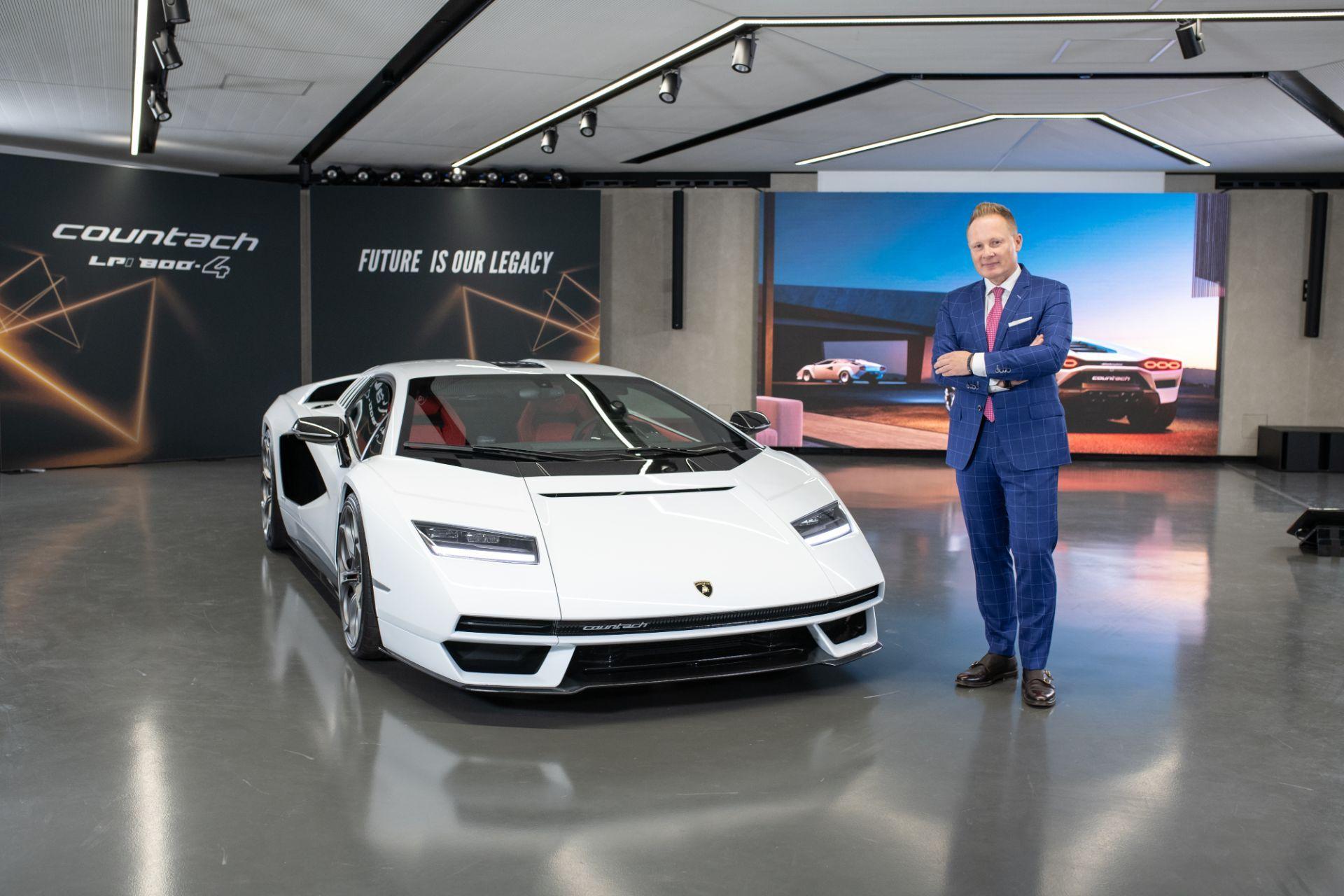 Lamborghini-Countach-LPI-800-4-19