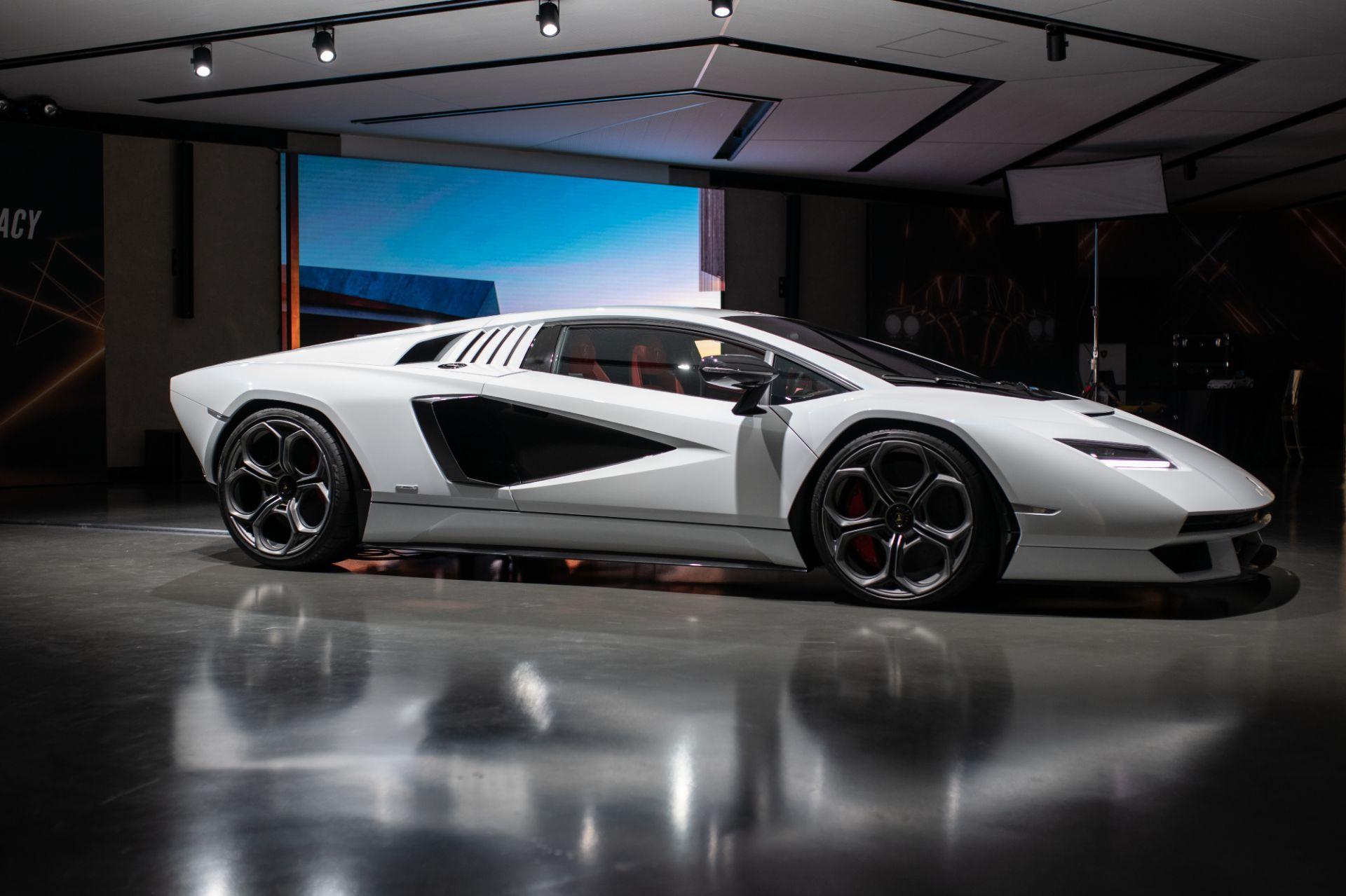 Lamborghini-Countach-LPI-800-4-2