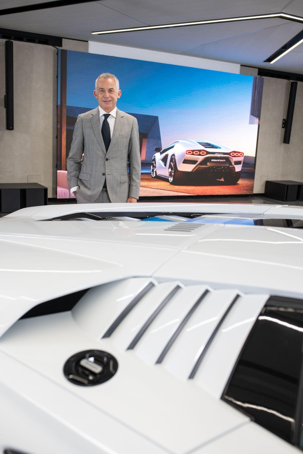 Lamborghini-Countach-LPI-800-4-26