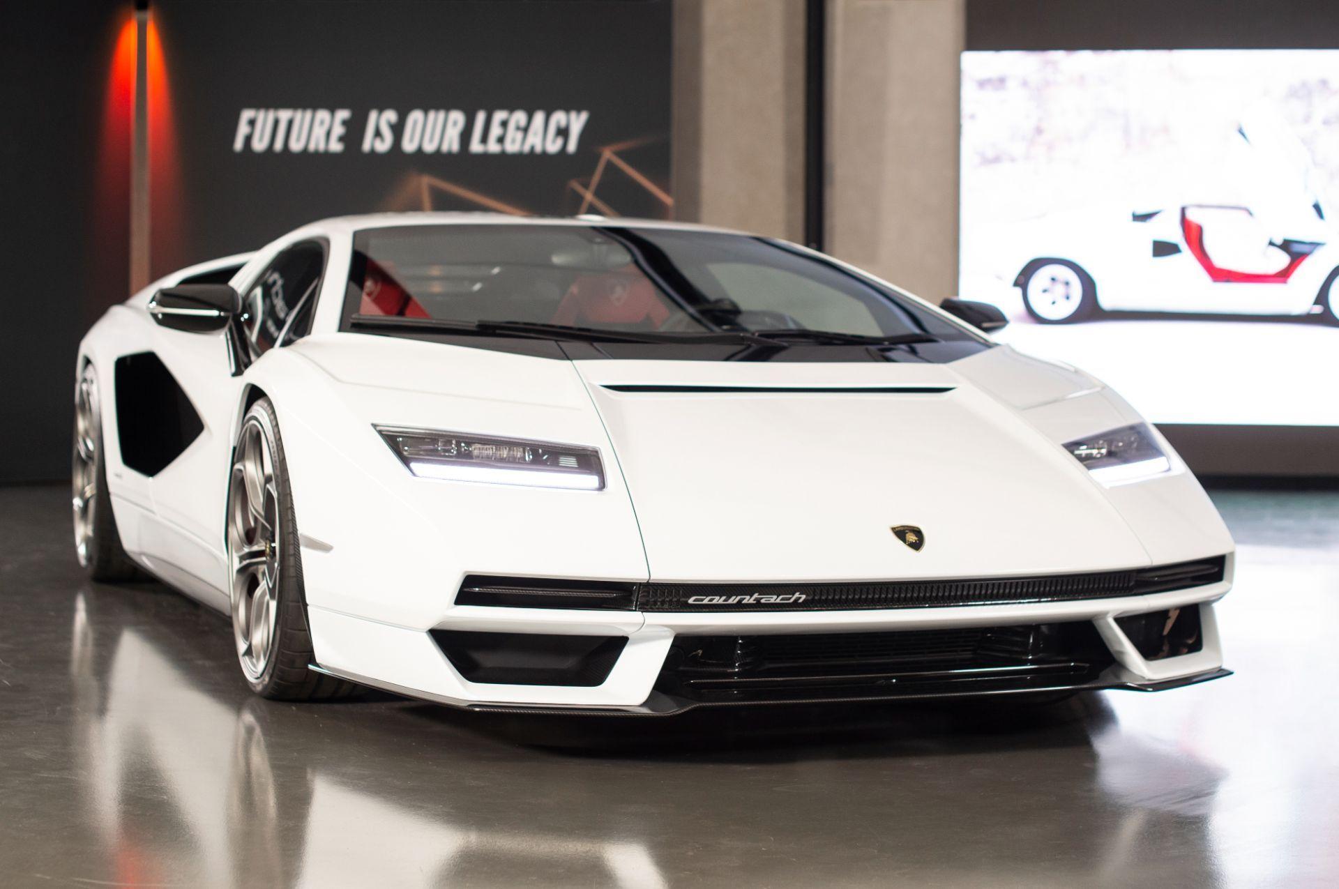 Lamborghini-Countach-LPI-800-4-36