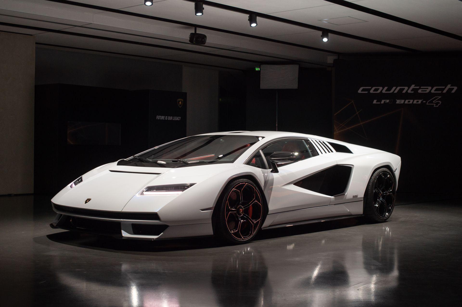 Lamborghini-Countach-LPI-800-4-5
