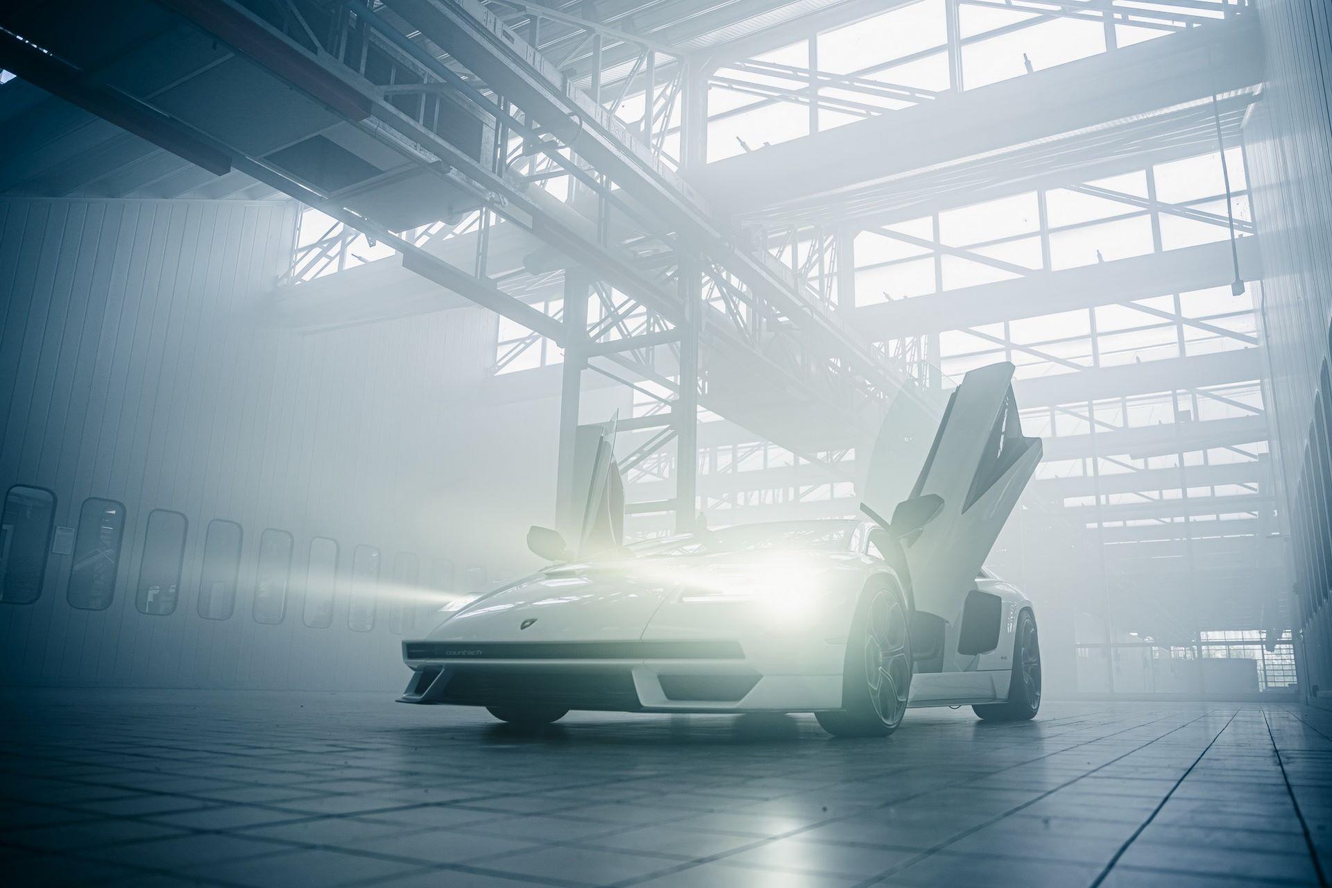 Lamborghini-Countach-LPI-800-4-54