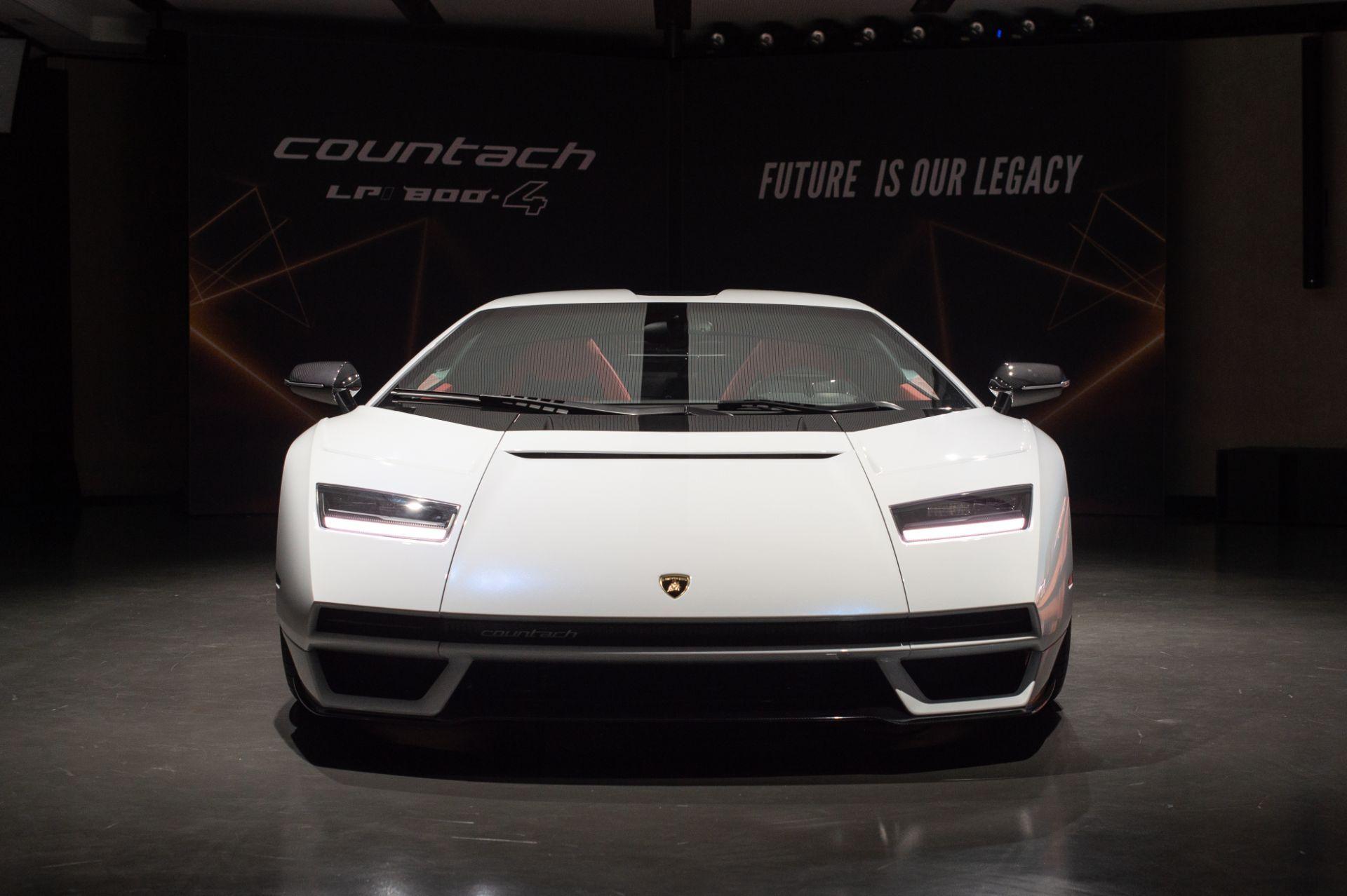 Lamborghini-Countach-LPI-800-4-6