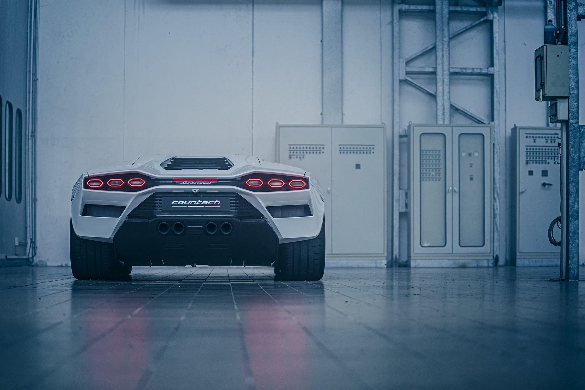 Lamborghini-Countach-LPI-800-4-60
