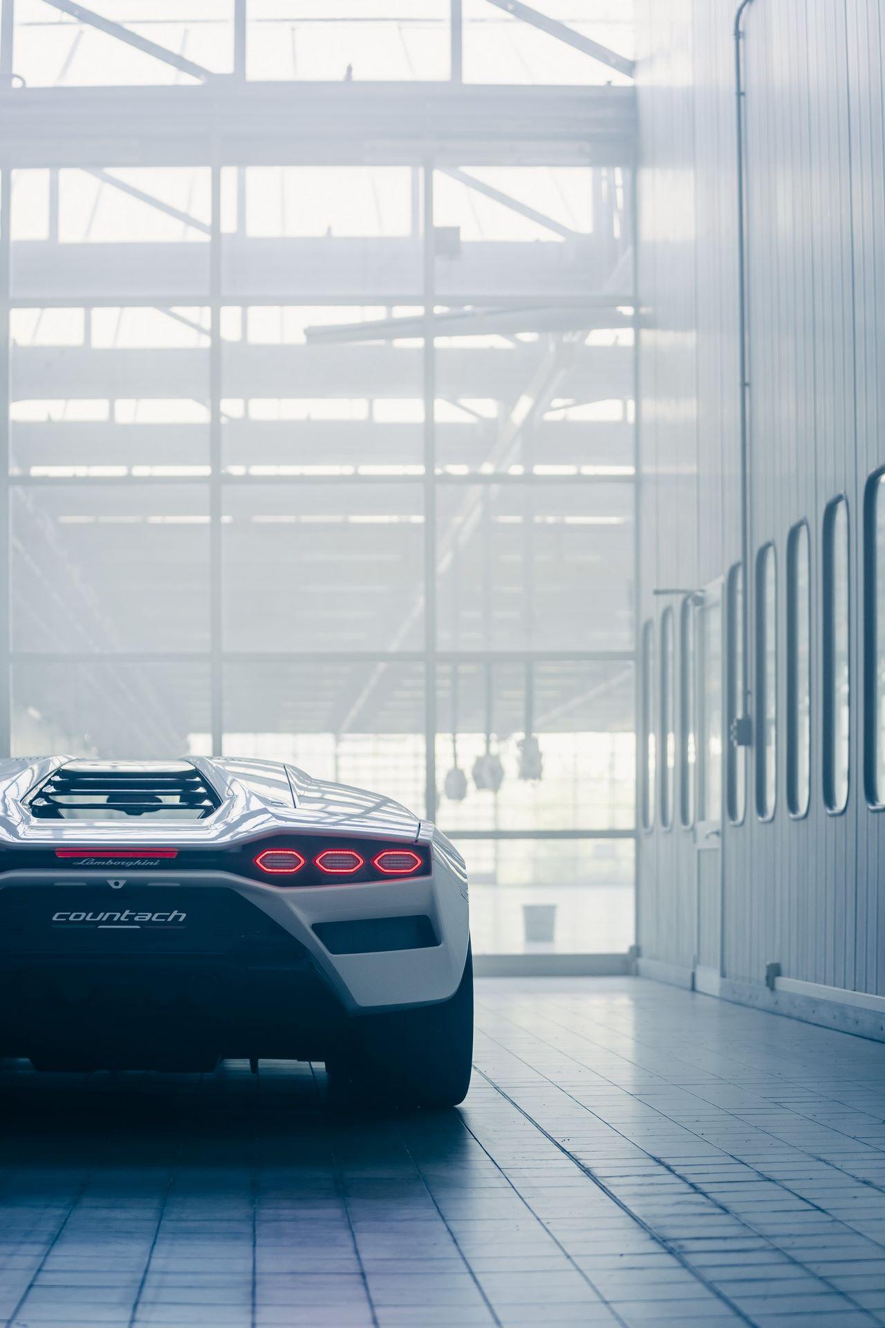 Lamborghini-Countach-LPI-800-4-61